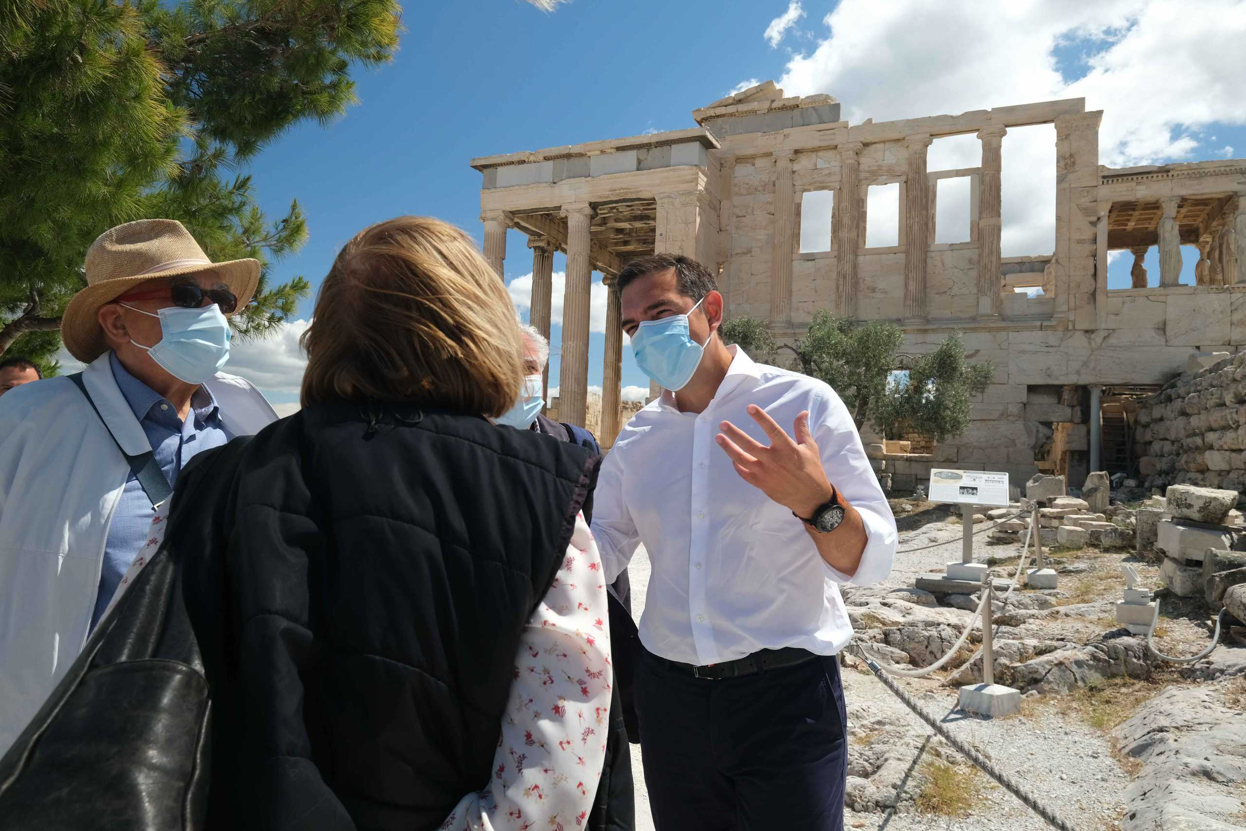 Το υπουργείο Πολιτισμού επιβεβαιώνει τον διάλογο Τσίπρα – Μενδώνη στην Ακρόπολη