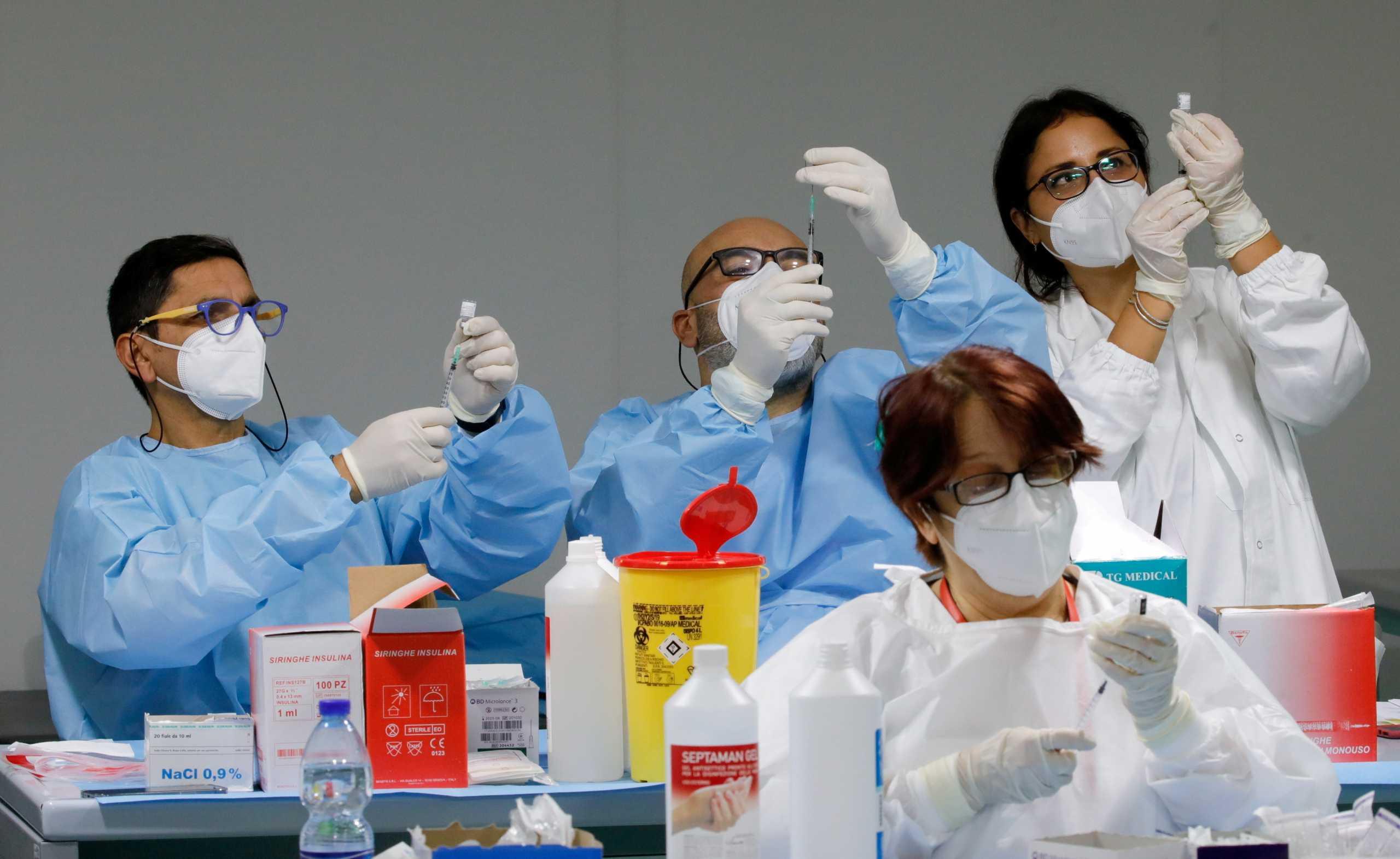 Ιταλία: Ξεκίνησε ο μαζικός εμβολιασμός στα νησιά