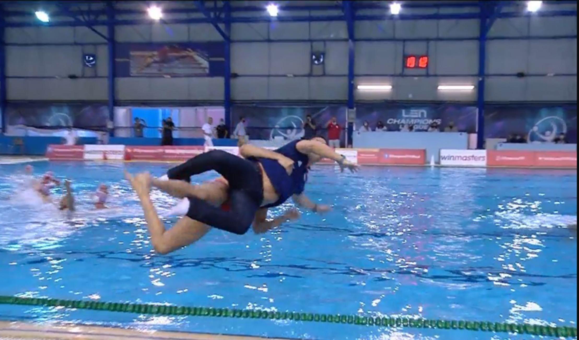 Ολυμπιακός: Επική βουτιά από τον προπονητή του