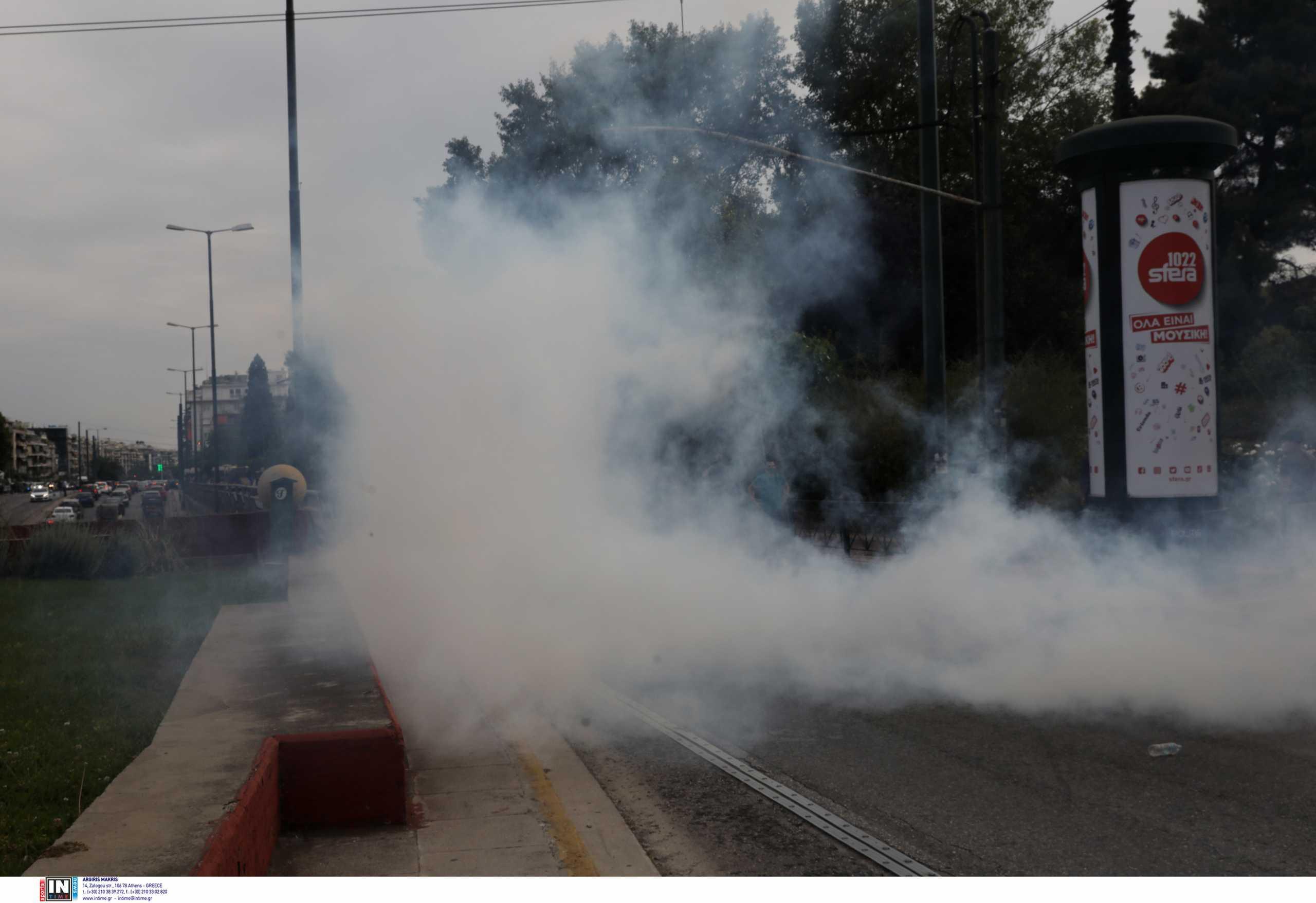 Ένταση και χημικά έξω από την πρεσβεία του Ισραήλ – Μποτιλιάρισμα στην κάθοδο της Κηφισίας