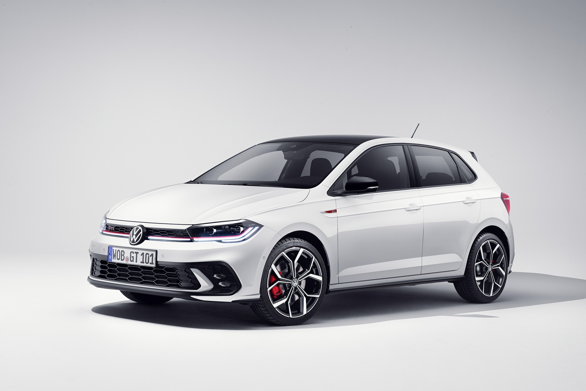 Νέο VW Polo GTI: Ανανεωμένη εμφάνιση και περισσότερα άλογα (pics)