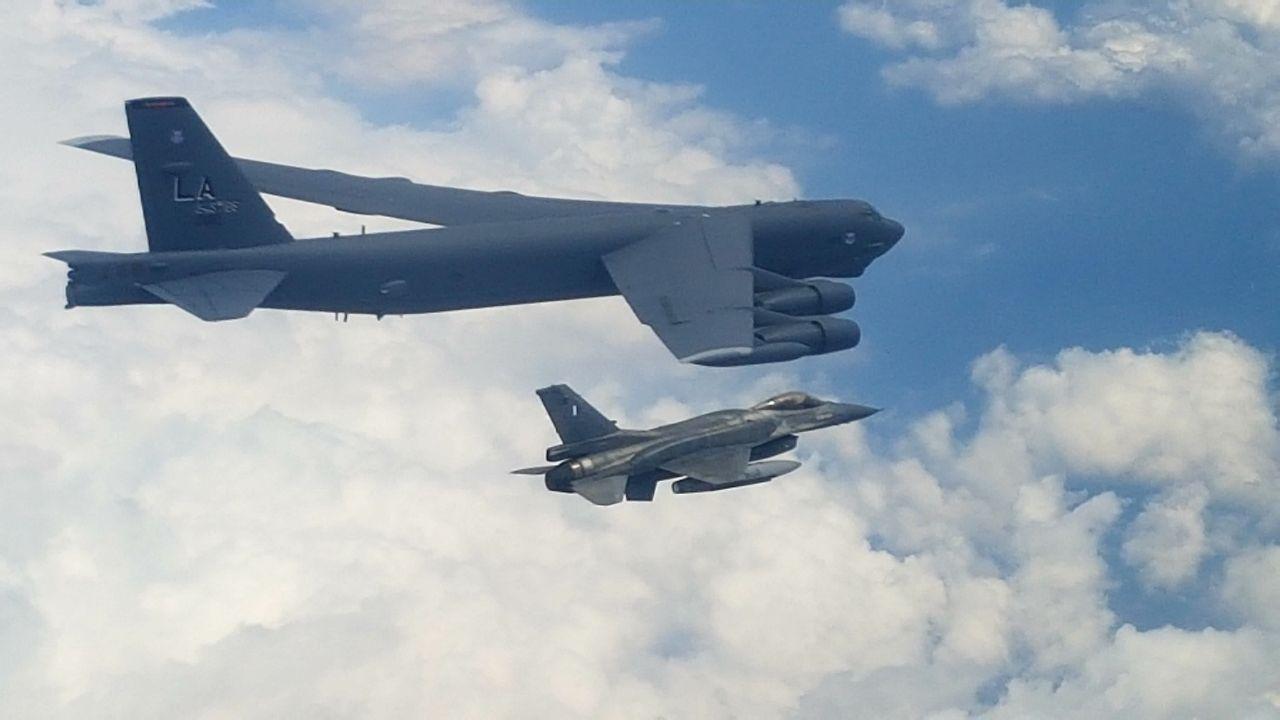 «Σκιά» του θηριώδους βομβαρδιστικού B-52 τα ελληνικά F-16