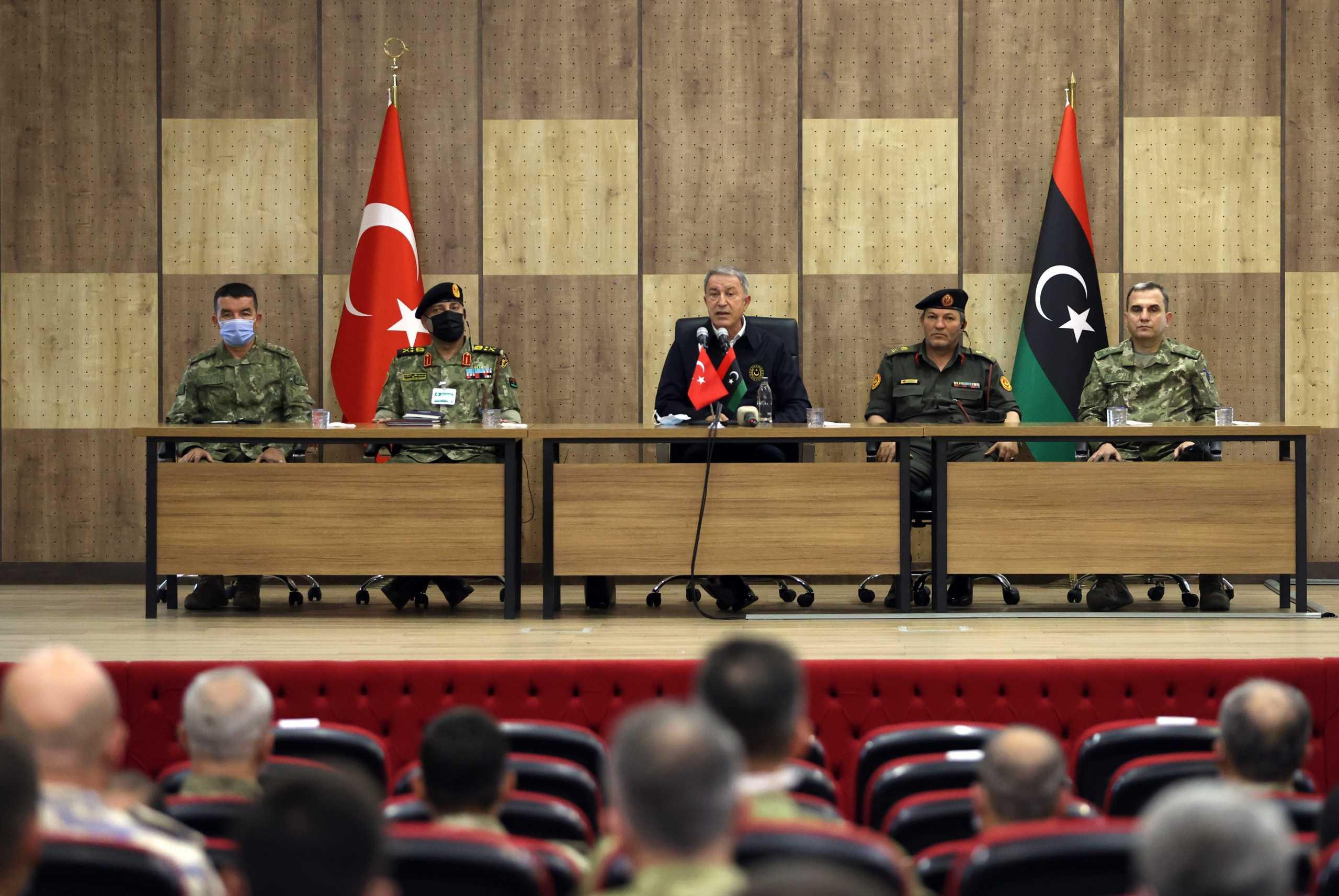 «Οργή» στη Λιβύη: Προσβλητική και ταπεινωτική η επίσκεψη του Ακάρ