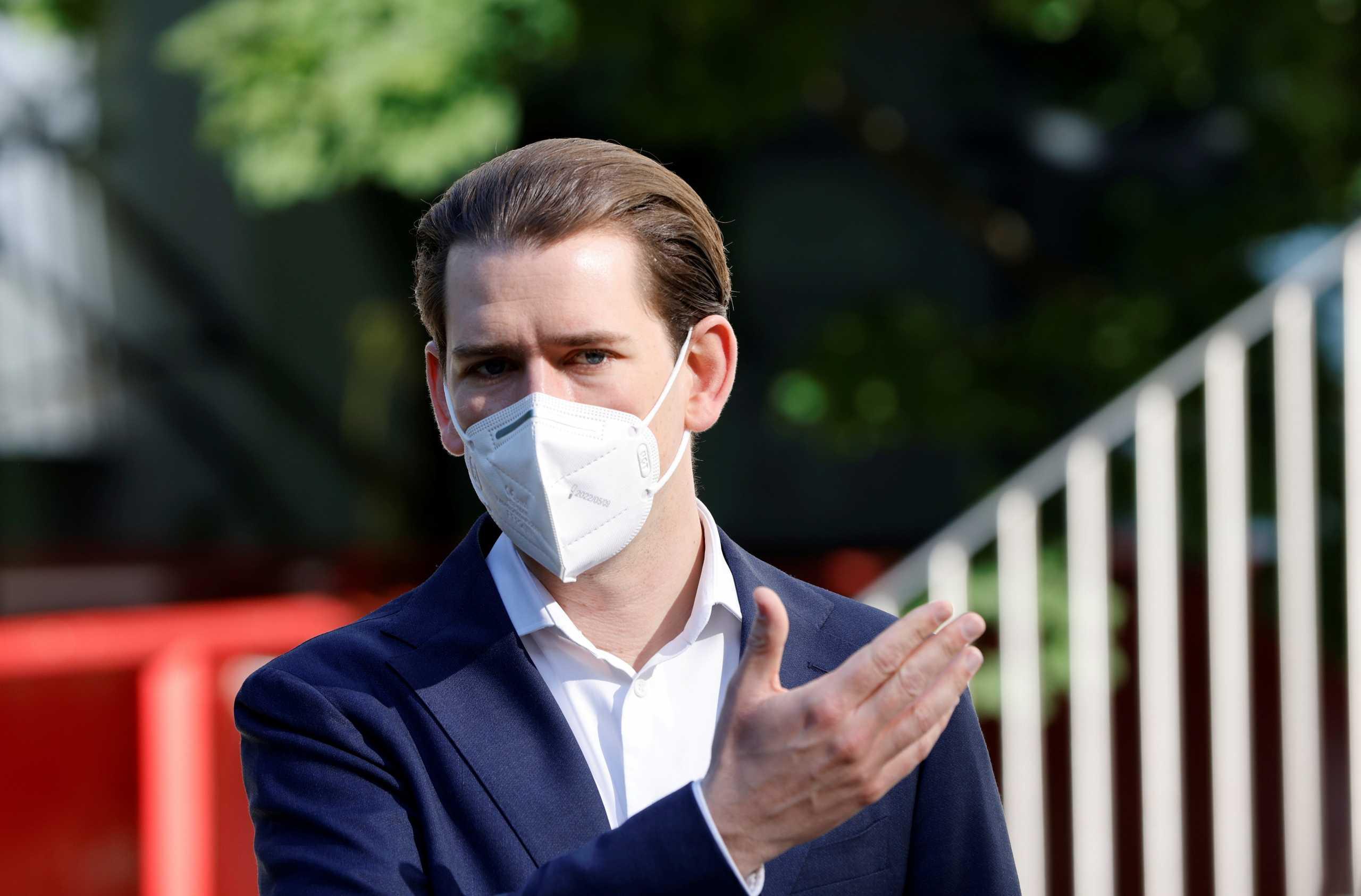 Αυστρία: Εμβολιάστηκε κατά του κορονοϊού ο Σεμπάστιαν Κουρτς – «Τσιμπήθηκε» με AstraZeneca