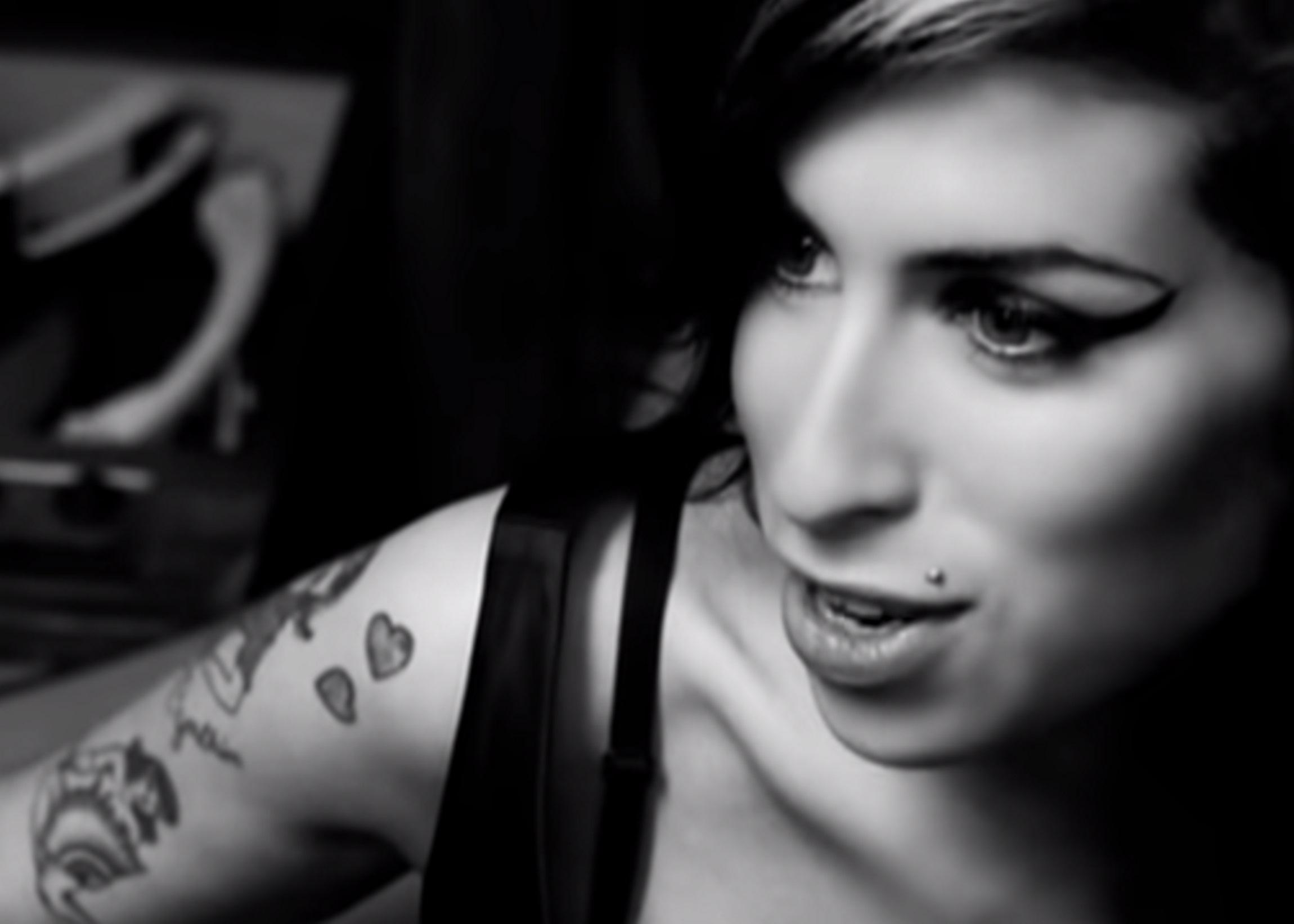 Amy Winehouse yt 1606 1