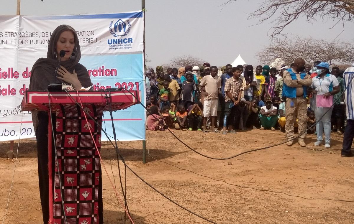 Στο πλευρό των προσφύγων της Μπουρκίνα Φάσο η Αντζελίνα Τζολί