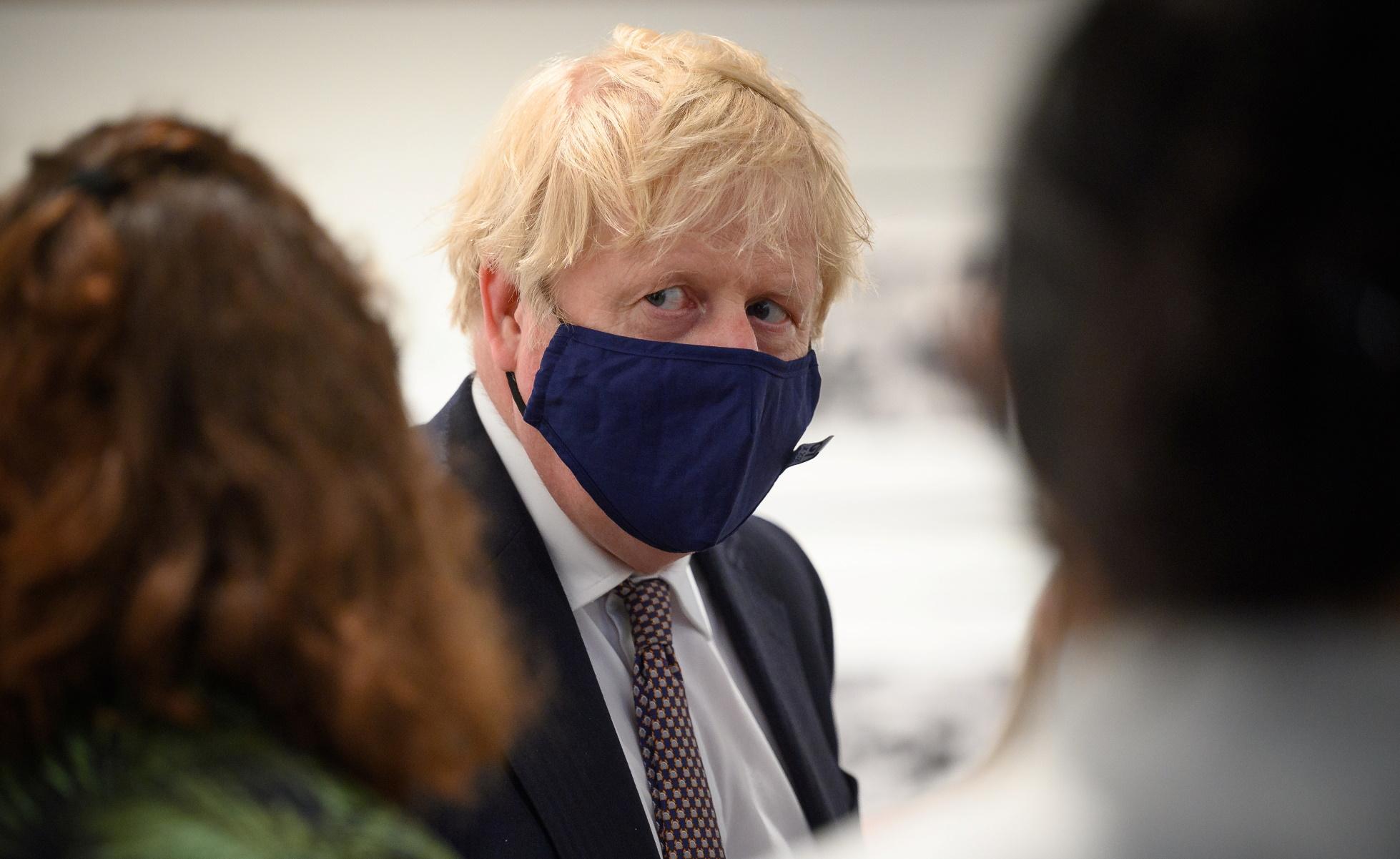 Κορονοϊός – Μπόρις Τζόνσον: «Τρενάρει» την άρση των περιοριστικών μέτρων στη Βρετανία