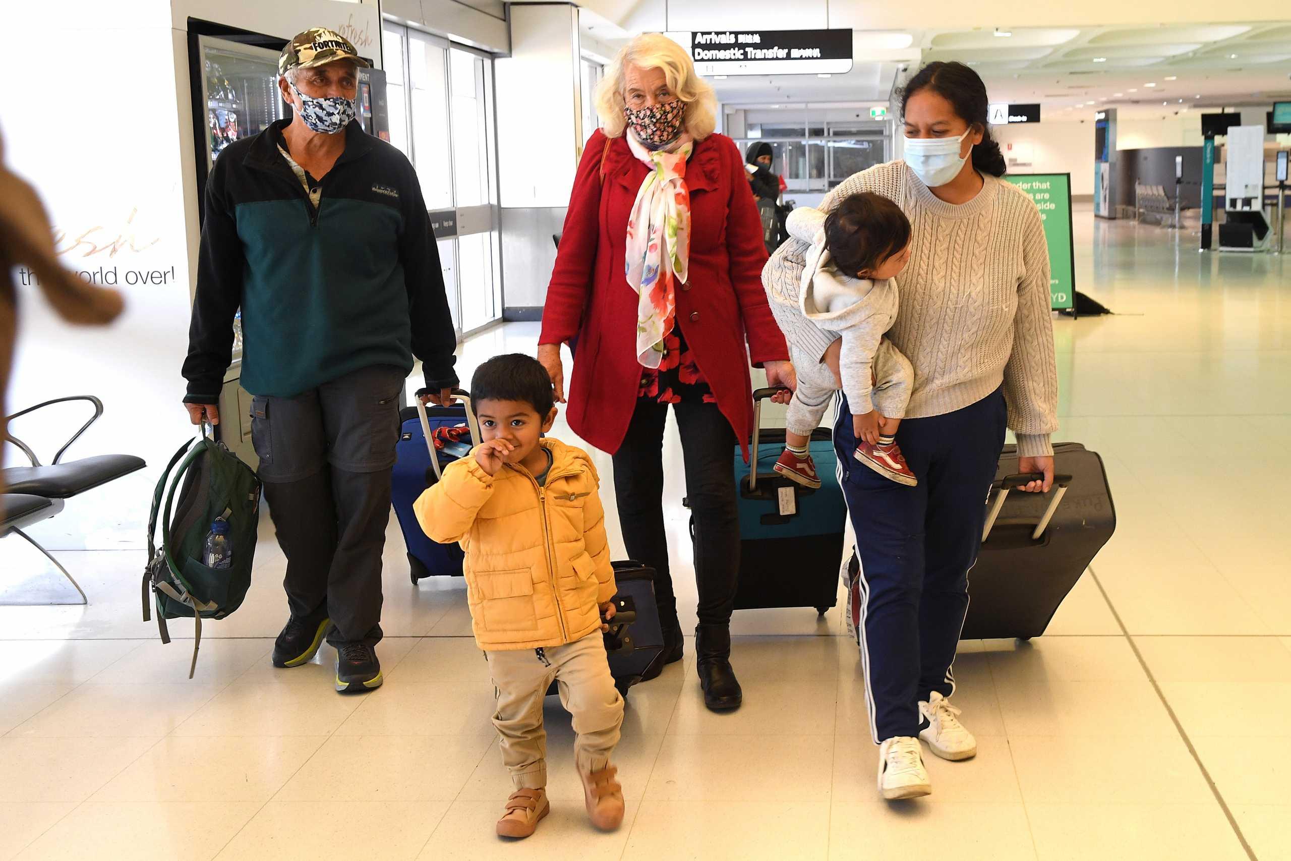 Συναγερμός σε Αυστραλία και Νέα Ζηλανδία: Εντοπίστηκε κρούσμα κορονοϊού σε πτήση που επέστρεψε στο Σίδνεϊ