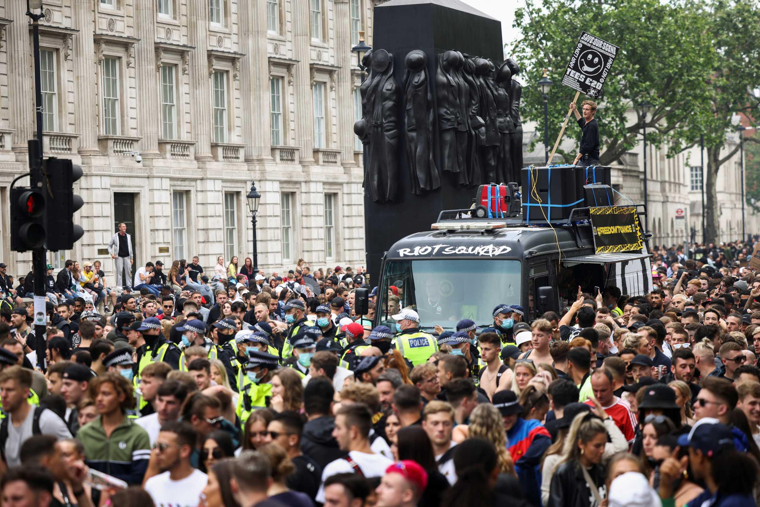 Χορευτική διαδήλωση στο Λονδίνο για την επαναλειτουργία των νυχτερινών κέντρων