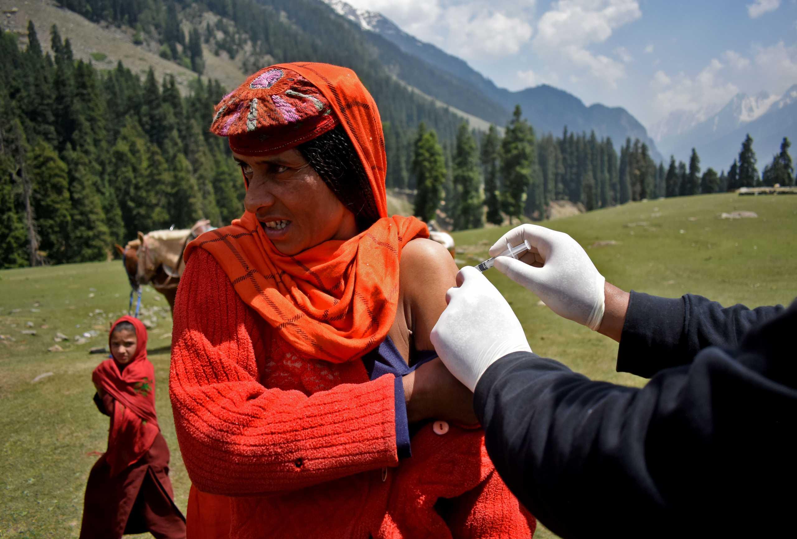 Κορονοϊός – Ινδία: Ζαλίζουν οι αριθμοί – 29,4 εκατομμύρια κρούσματα