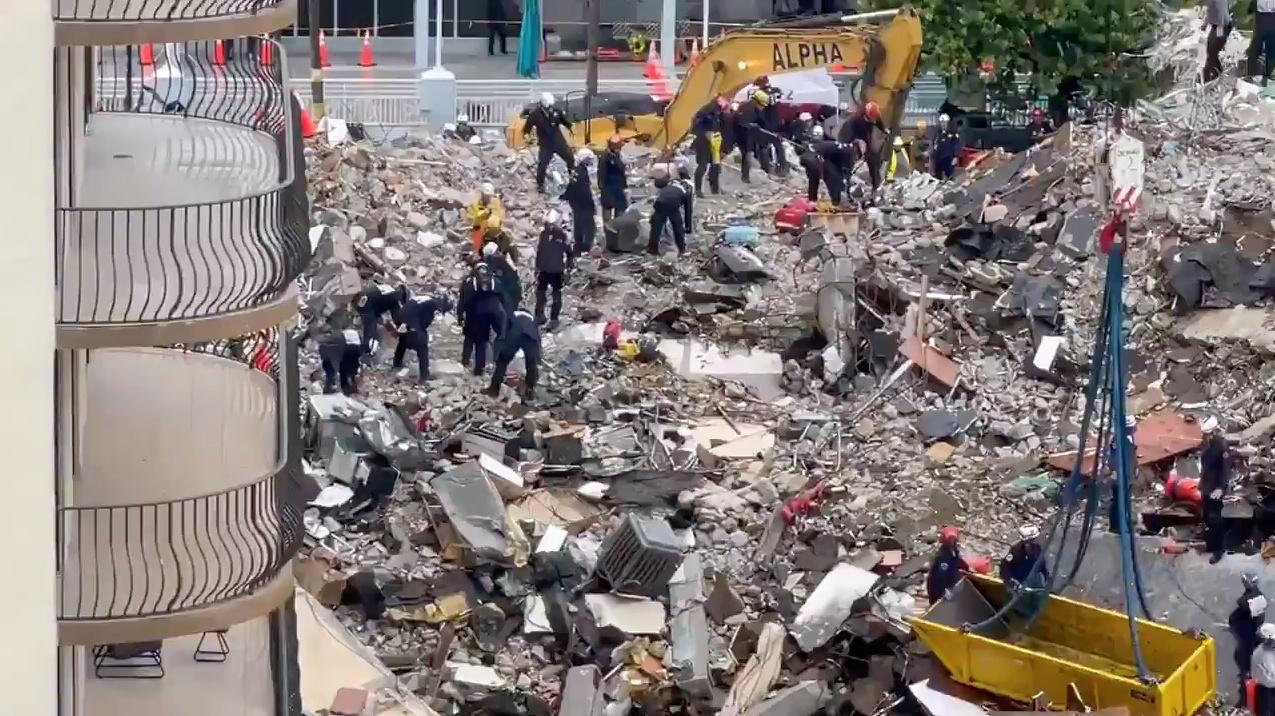 ΗΠΑ: 22 οι νεκροί από την κατάρρευση της πολυκατοικίας στη Φλόριντα – 126 οι αγνοούμενοι