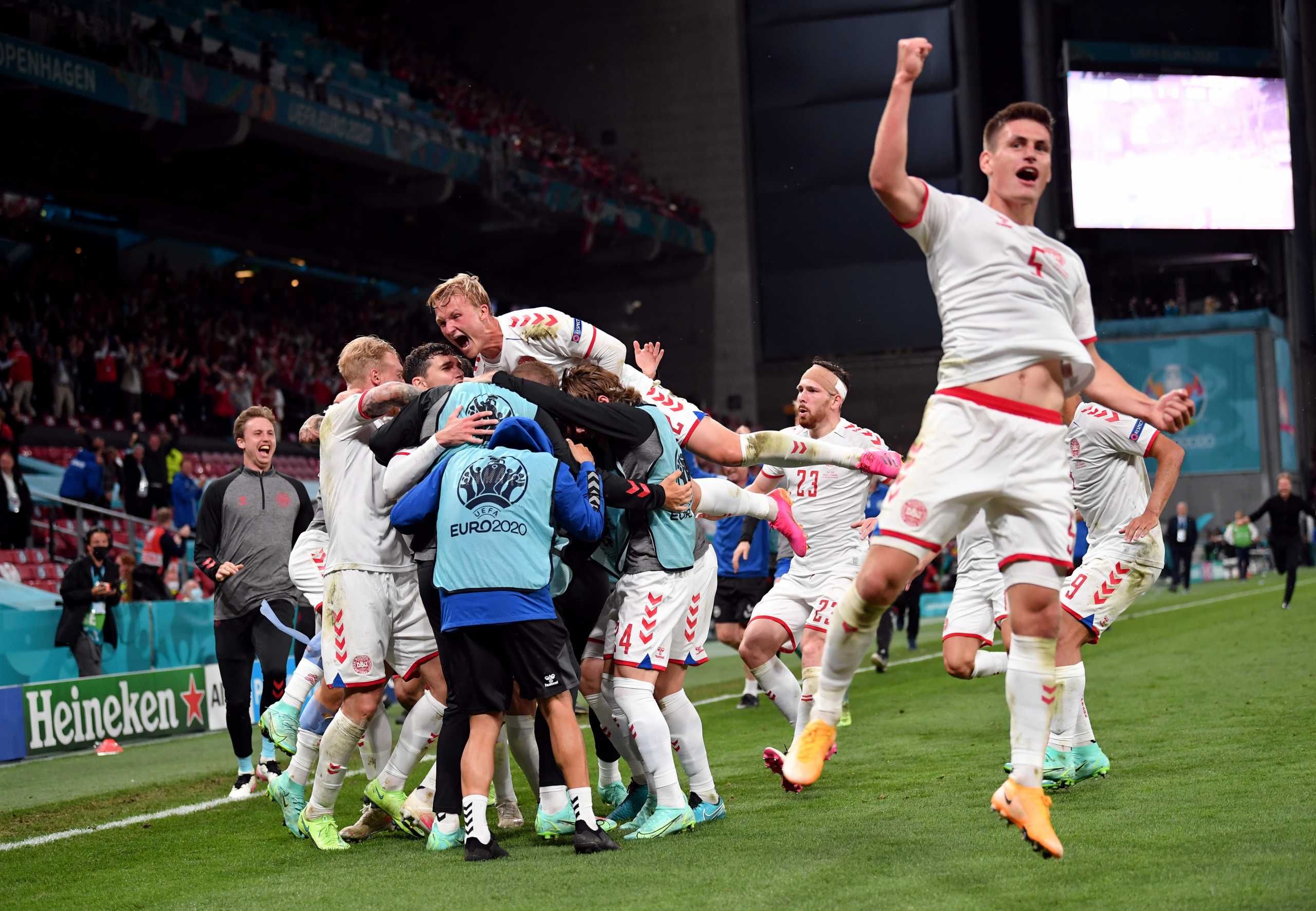 Euro 2020: «Μυθική» πρόκριση της Δανίας που έστειλε σπίτι της τη Ρωσία – 3Χ3 για το Βέλγιο