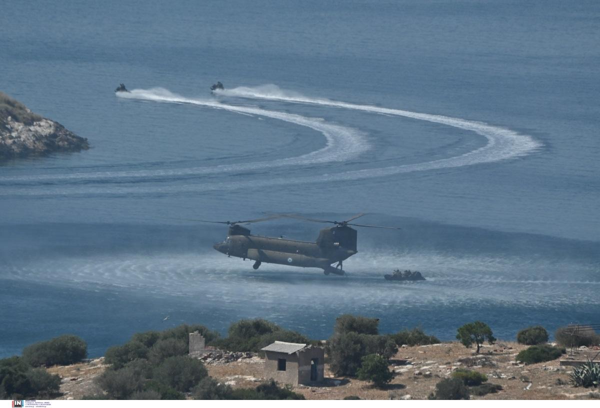 «Βήμα πρόσθες»: Η εντυπωσιακή επίδειξη της Διοίκησης Ειδικού Πολέμου [pics]