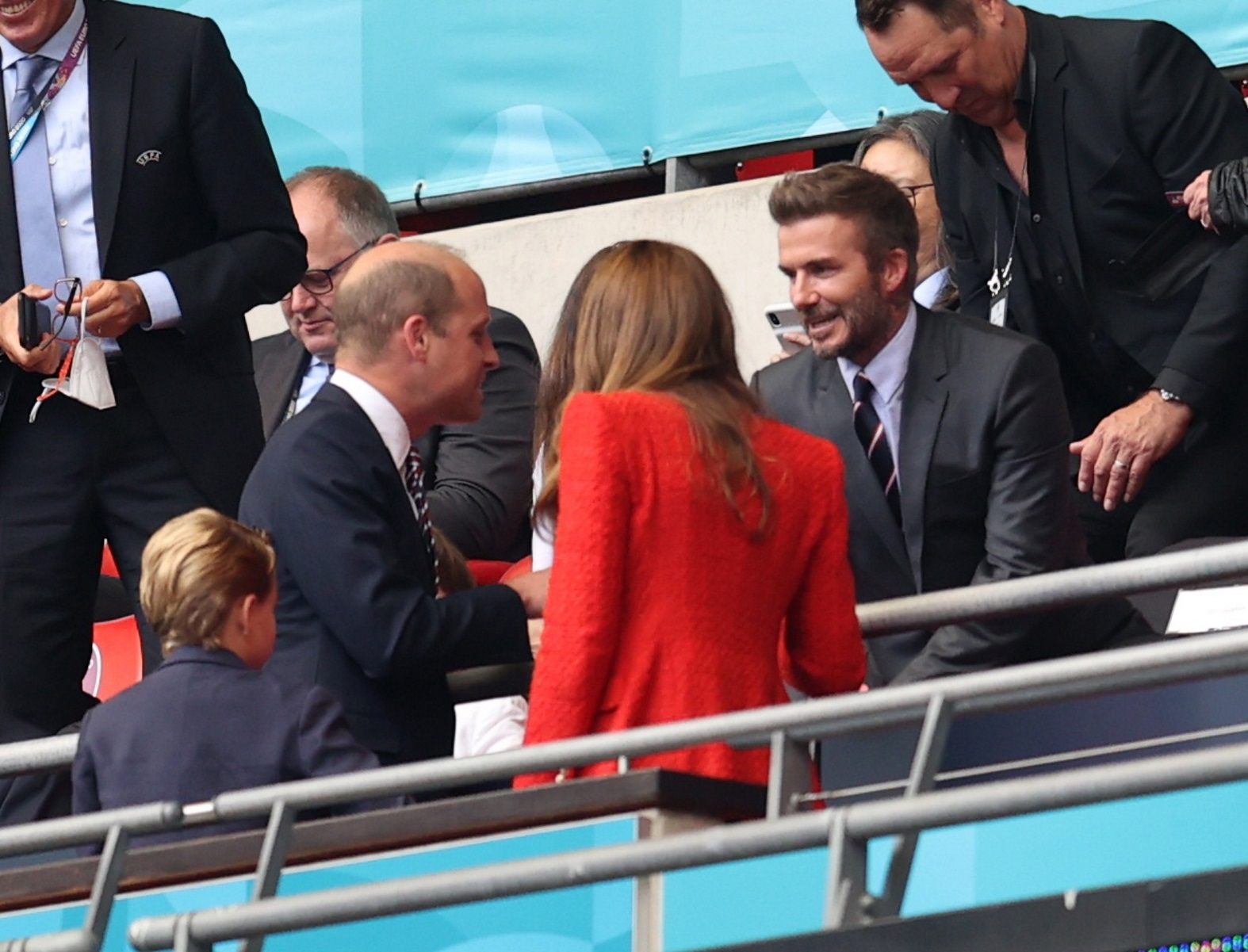 Euro 2020: Πρίγκιπας Ουίλιαμ και Κέιτ Μίντλετον χειροκροτούν τη νίκη της Αγγλίας επί της Γερμανίας (pics)