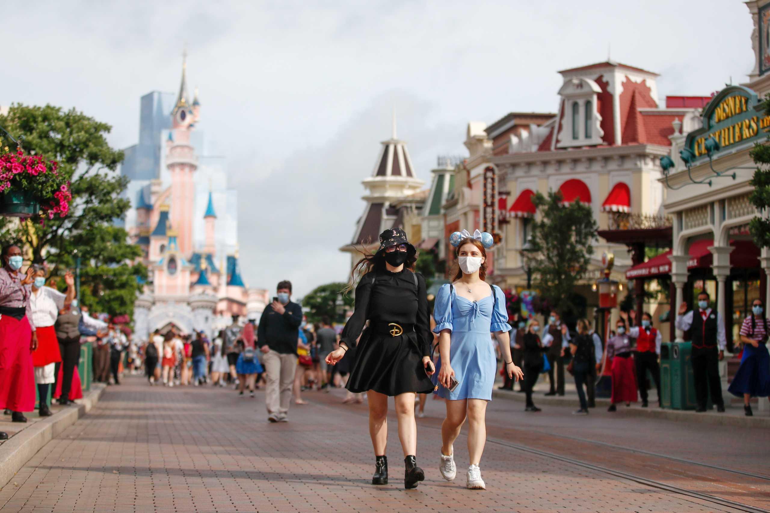 Άνοιξε ξανά η Disneyland στο Παρίσι