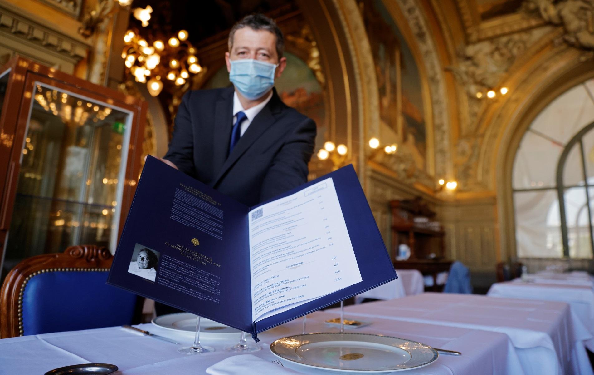 Κορονοϊός: Εστιατόρια και καφέ ξανανοίγουν τους εσωτερικούς τους χώρους σε Γαλλία και Βέλγιο