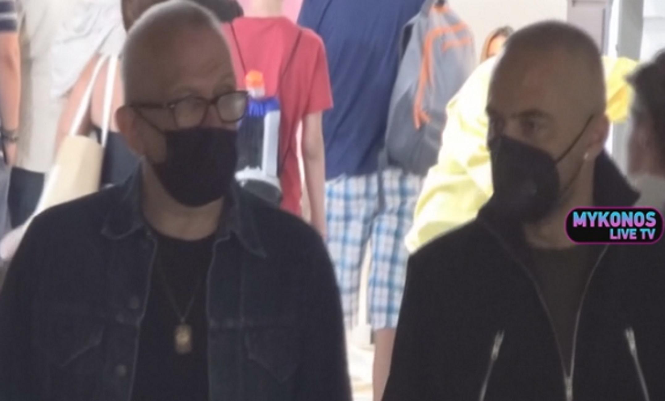 Μύκονος: Κατέβασε για λίγο τη μάσκα και απάντησε στα ελληνικά ο Jean Paul Gaultier