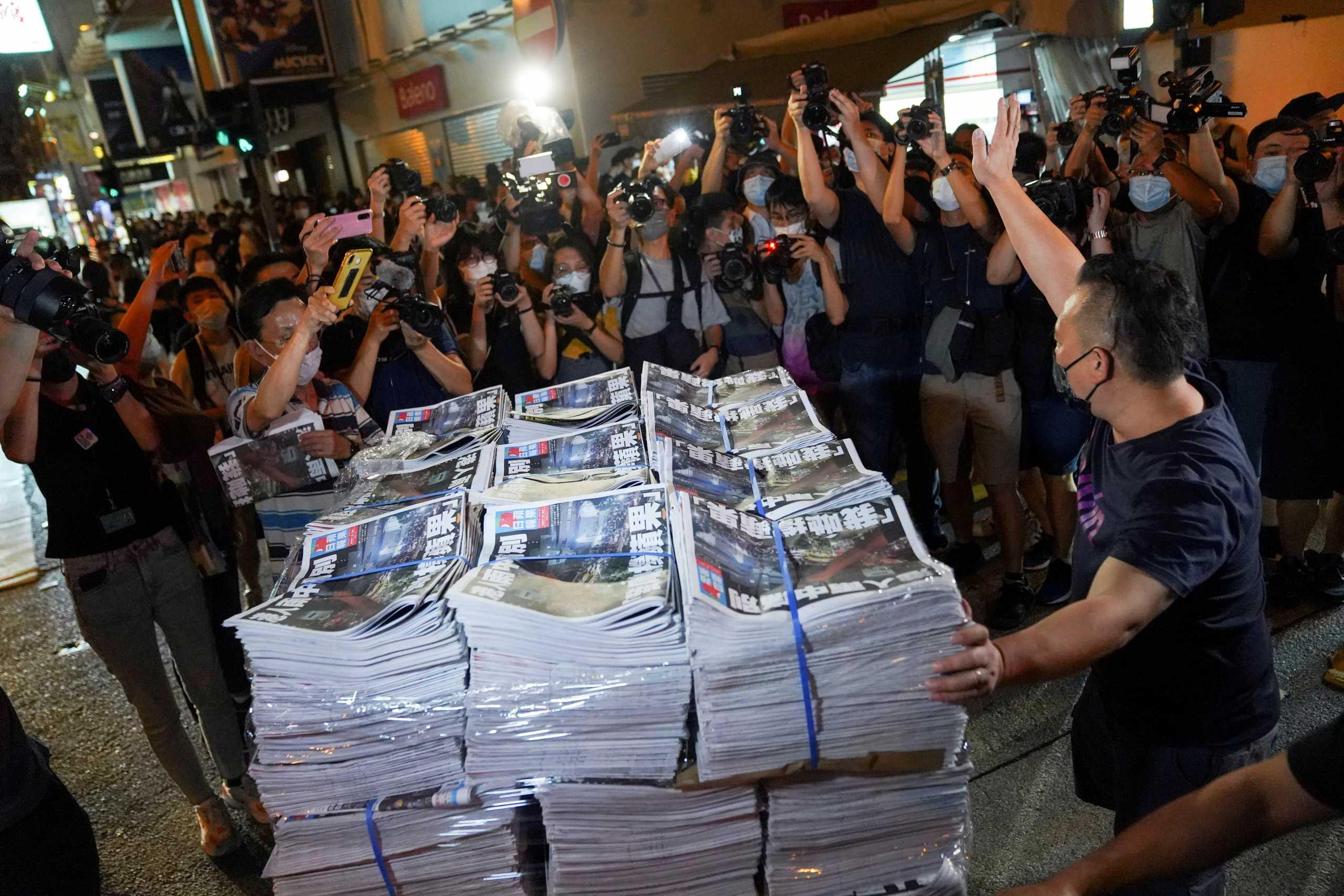 Χονγκ Κονγκ: Συνέλλαβαν κι άλλον εργαζόμενο της εφημερίδας που έκλεισε για λόγους «εθνικής ασφαλείας»