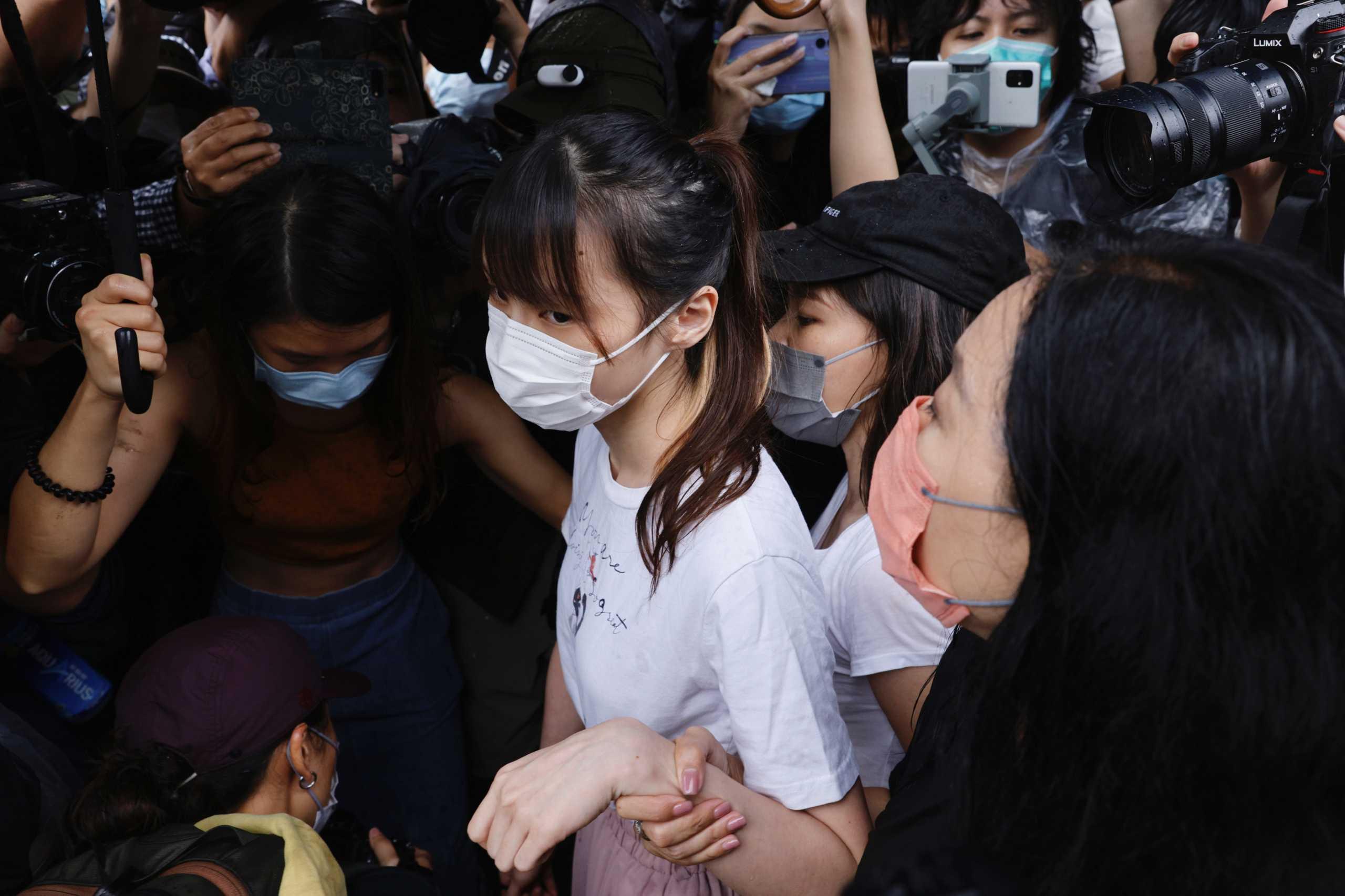 Χονγκ Κονγκ: Αφέθηκε ελεύθερη η ακτιβίστρια Άγκνες Τσόου – Φόβοι για τις διαδηλώσεις