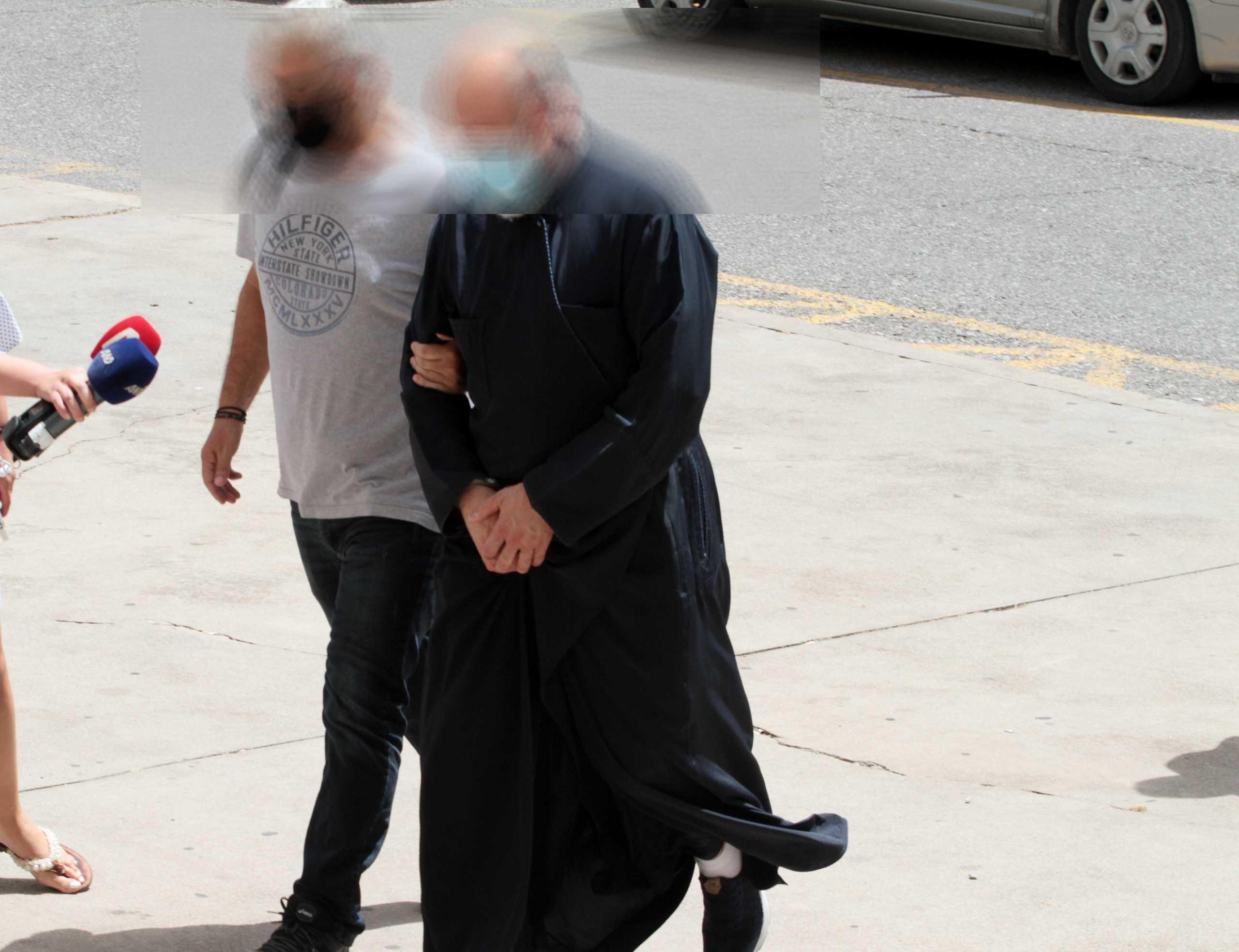 Αγρίνιο: «Τρόμος, φόβος, ντροπή»: Συγκλονίζει η δικηγόρος των κοριτσιών που κατήγγειλαν τον ιερέα για βιασμό