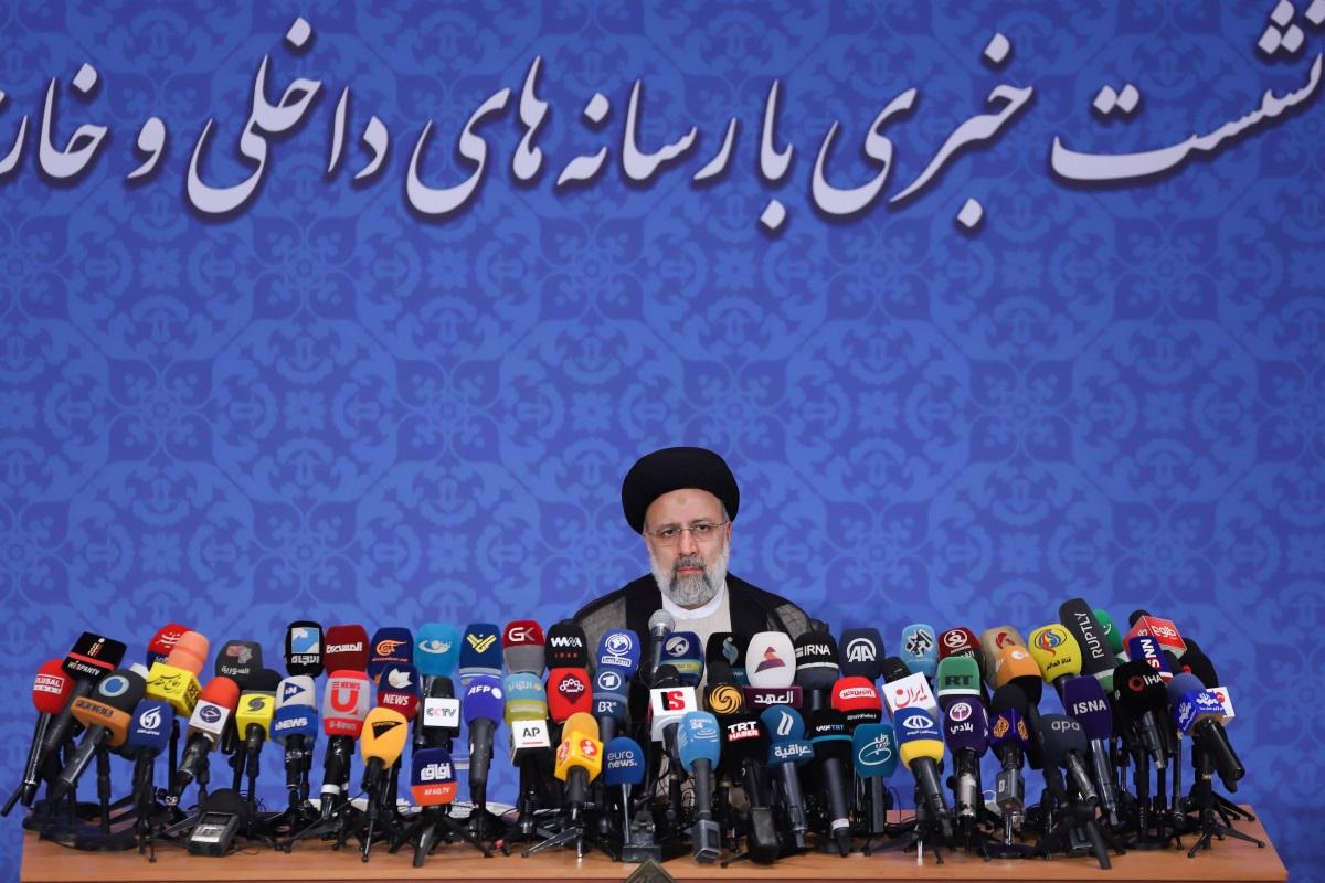 Ιράν: «Επίθεση» με το καλημέρα από τον νέο πρόεδρο – «Αποκηρύσσει» το ενδεχόμενο συνάντησης με Μπάιντεν