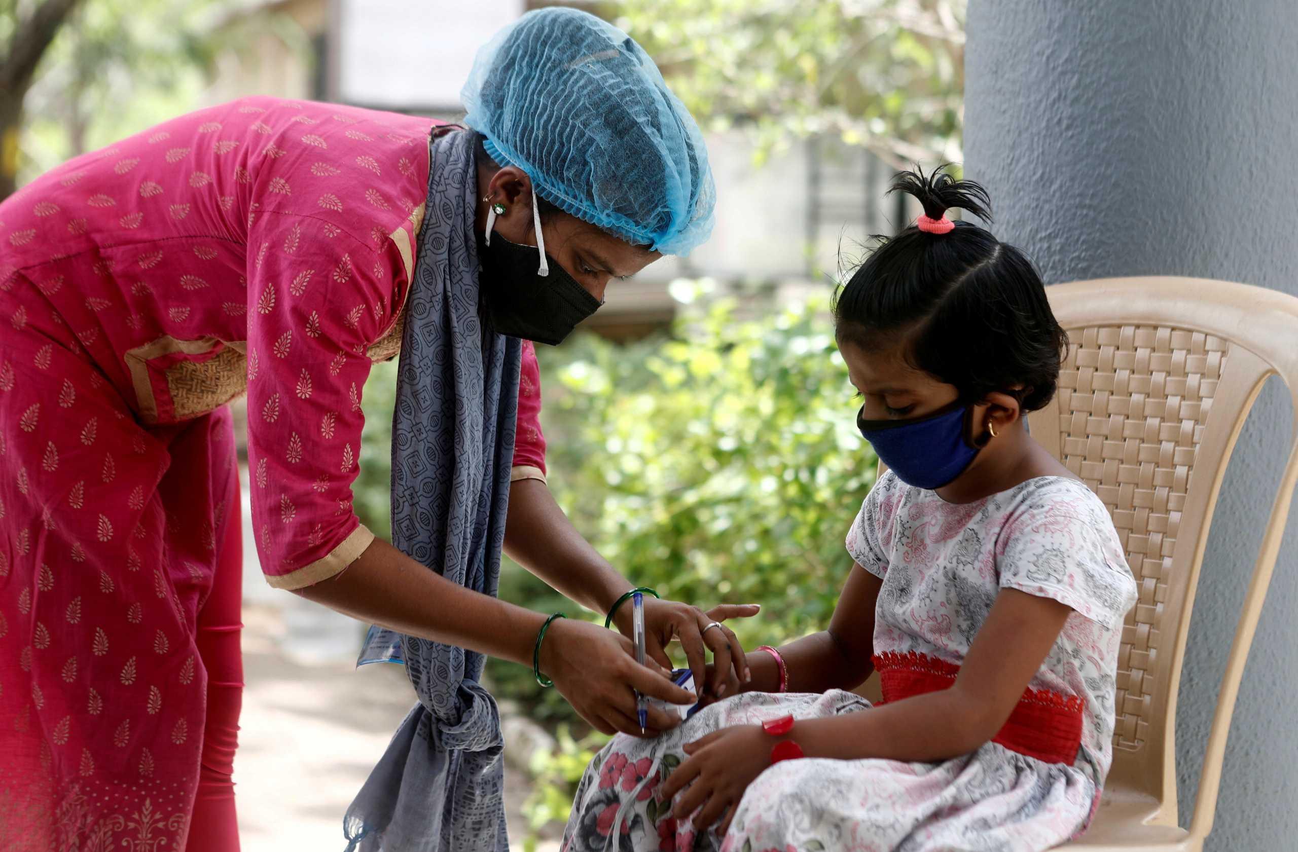 Ινδία: 560 νεκροί και πάνω από 413.000 νέα κρούσματα