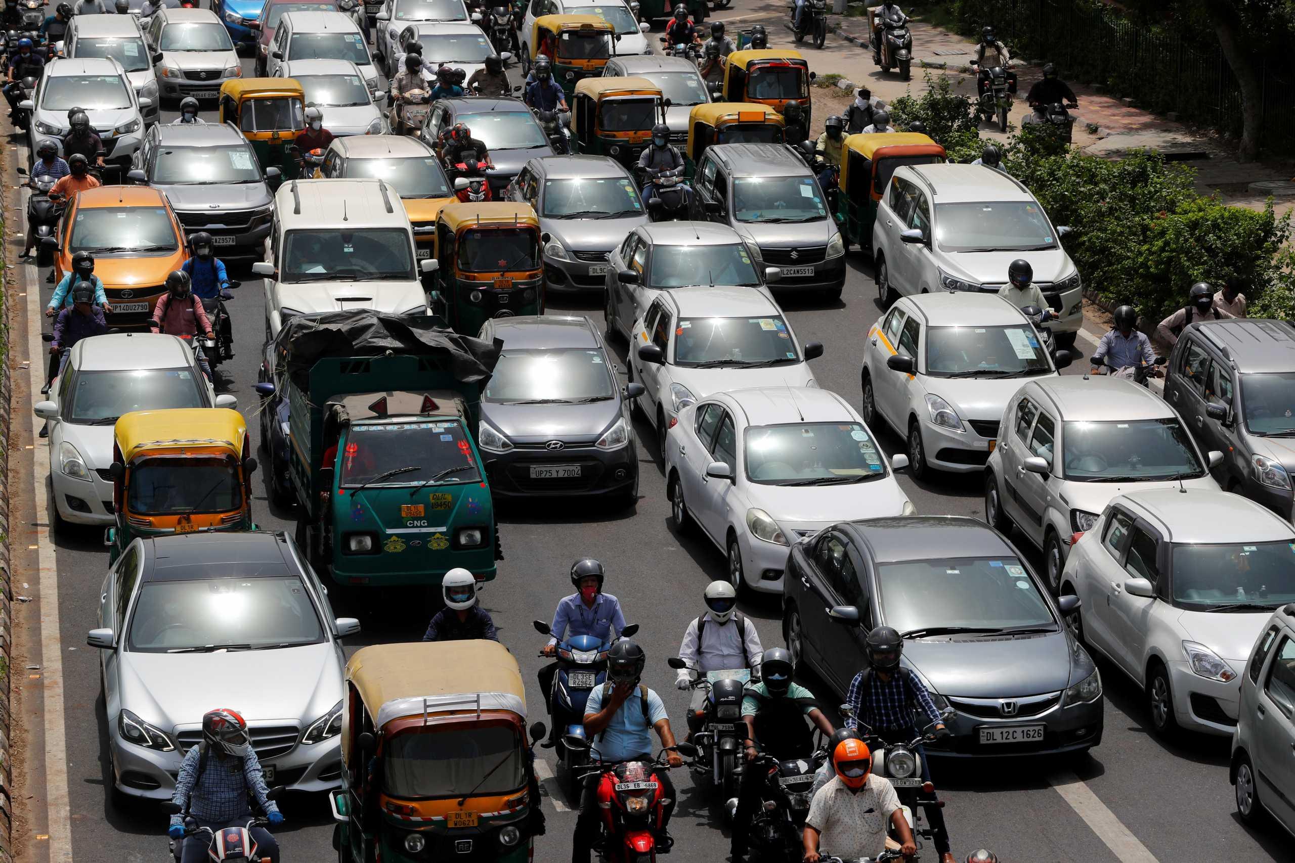 Ινδία: Εικόνες συνωστισμού στο Νέο Δελχί – «Καμπανάκι» για νέα έκρηξη κρουσμάτων
