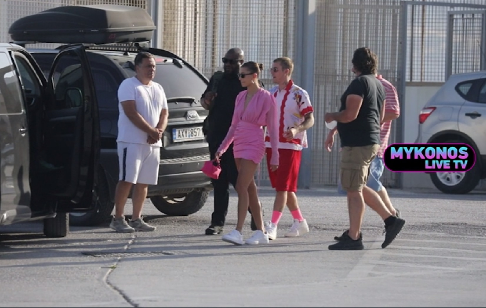 Justin Bieber: Πώς απολαμβάνει τις διακοπές του στα ελληνικά νησιά ο διάσημος τραγουδιστής (vid)
