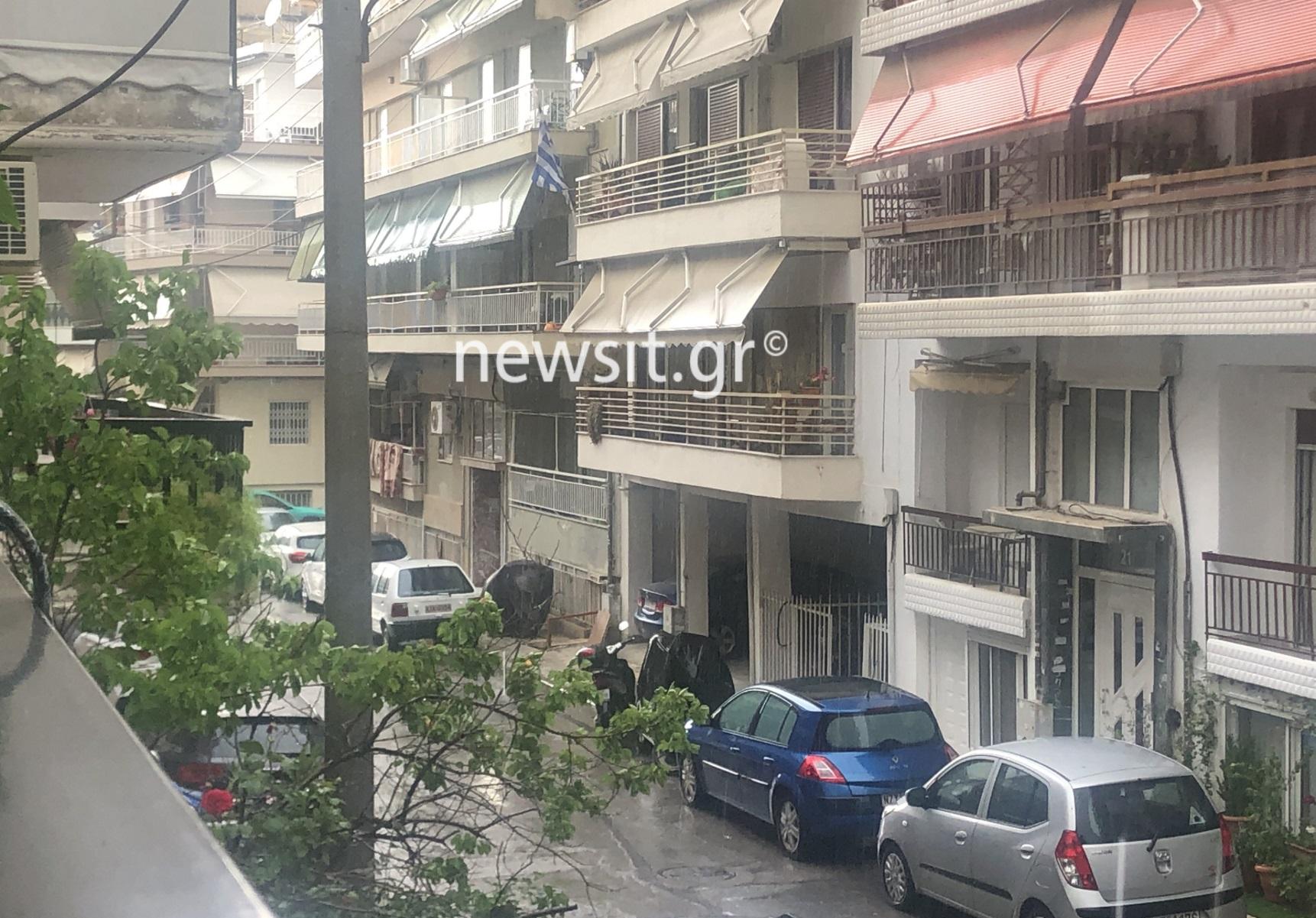 Καιρός – Θεσσαλονίκη: Καλοκαιρινή μπόρα – Άνοιξαν ομπρέλες, παρέλυσαν δρόμοι (pics)
