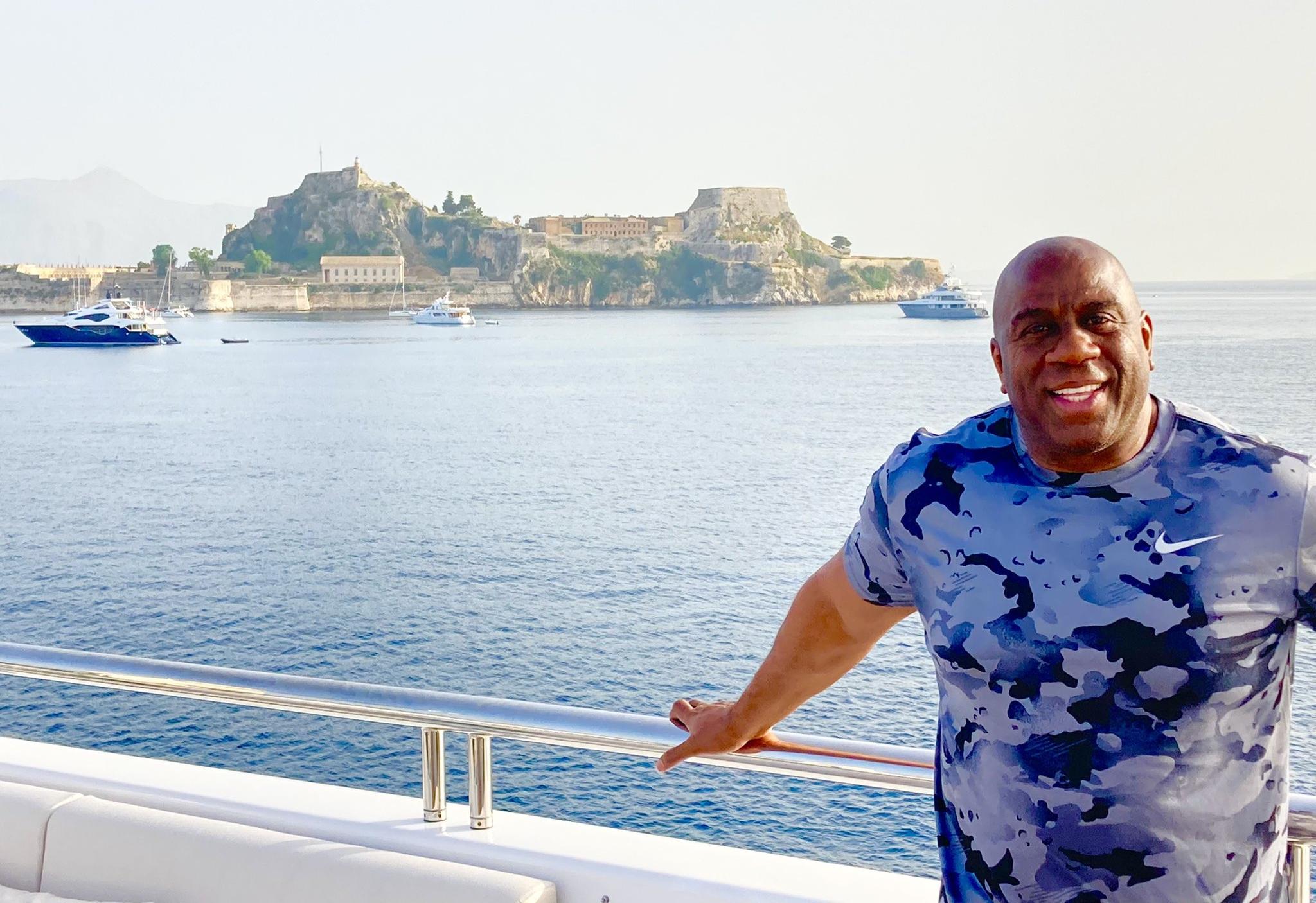 Στην Ελλάδα ο Μάτζικ Τζόνσον: Ανέβασε φωτογραφίες και video από τις διακοπές του