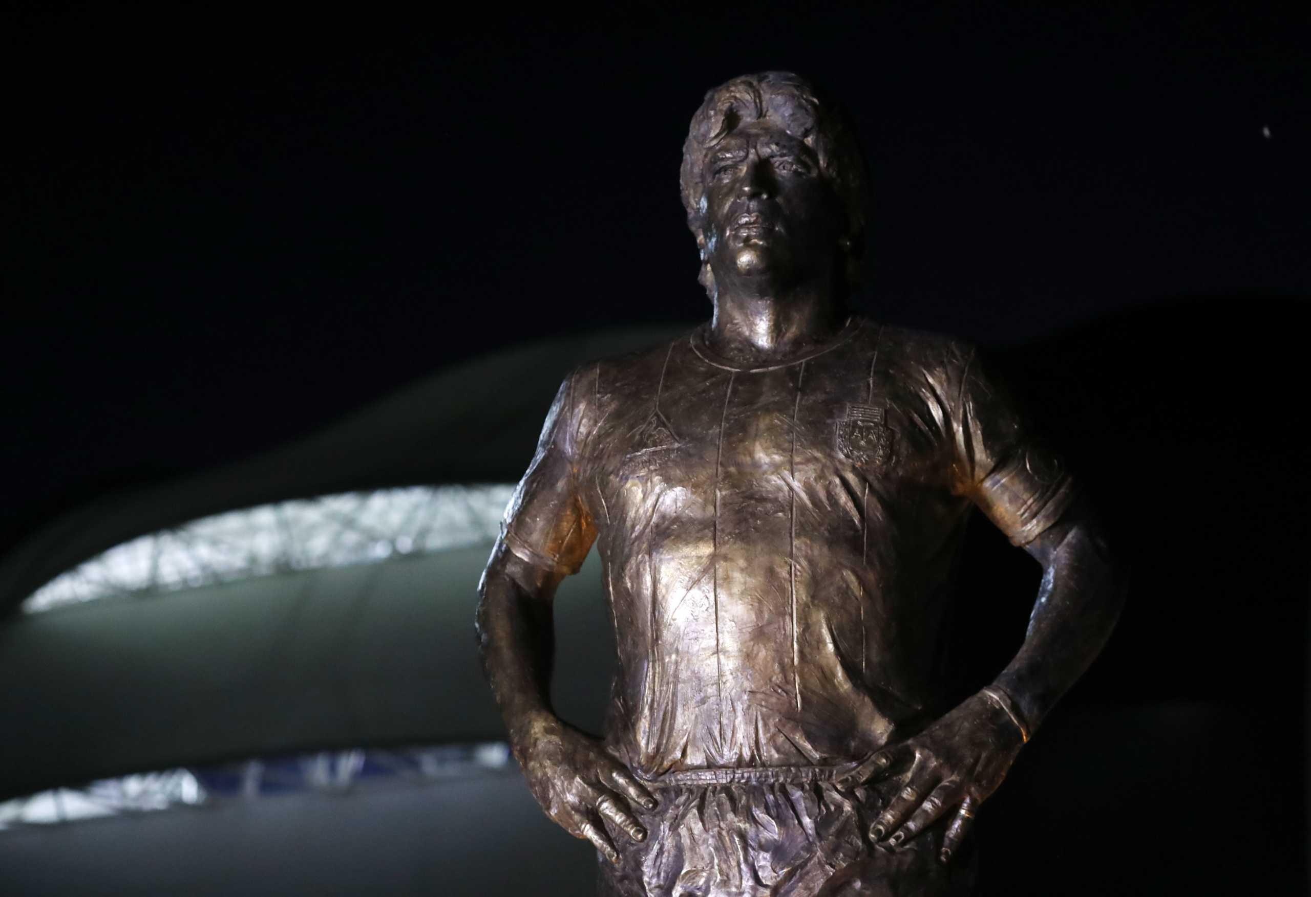 Ο Μέσι και η εθνική Αργεντινής σε αποκαλυπτήρια αγάλματος του Μαραντόνα