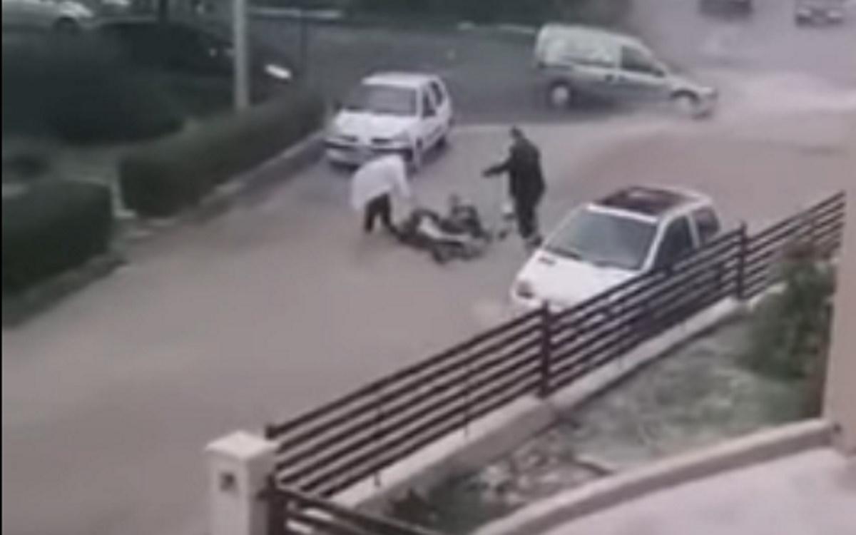 Κοζάνη: Η στιγμή που μηχανάκι πέφτει στα ορμητικά νερά της κακοκαιρίας (video)