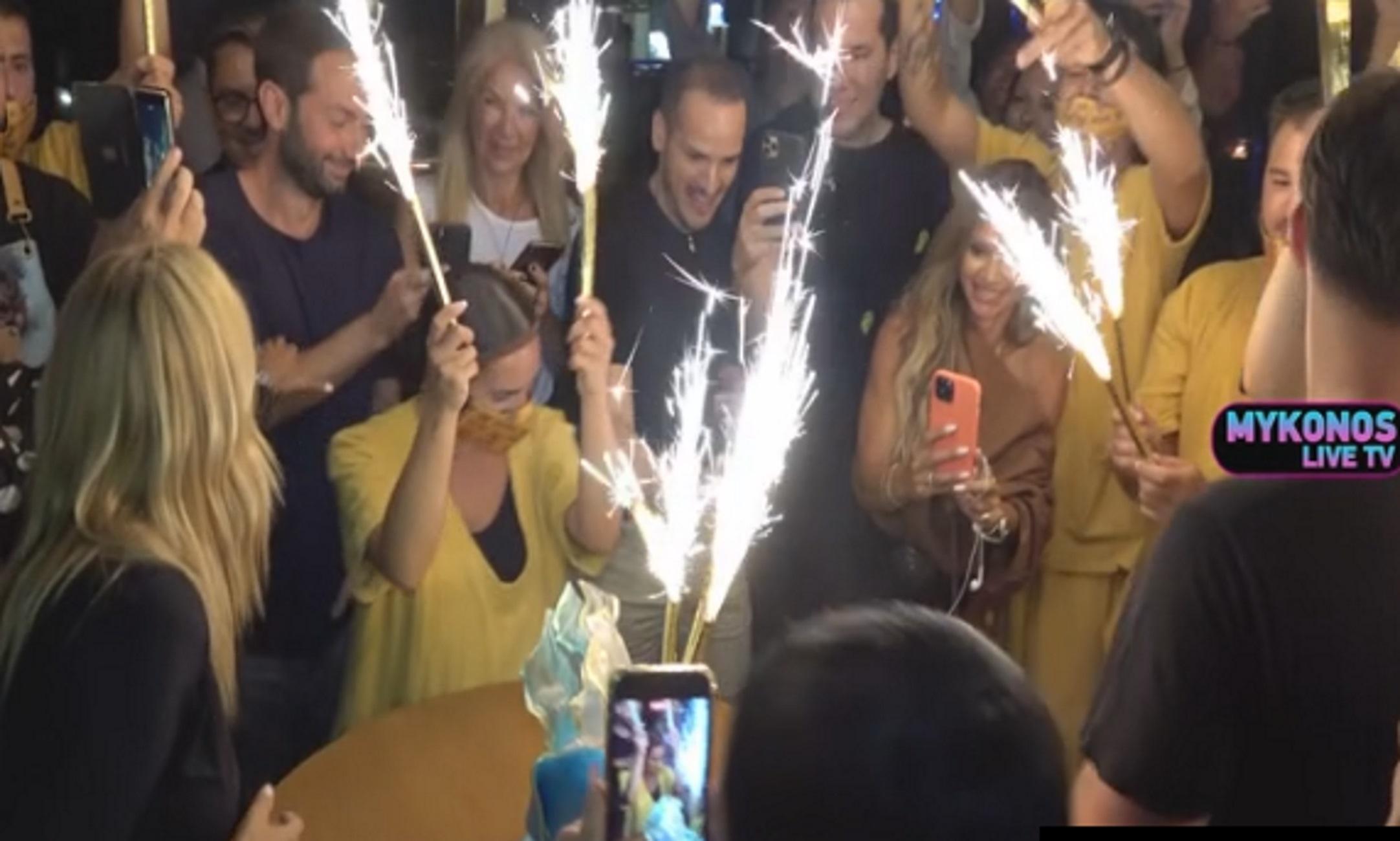 Μύκονος: Γενέθλια γεμάτα celebrities – Η Χριστίνα Παππά πιο γοητευτική από ποτέ στα 52 της χρόνια
