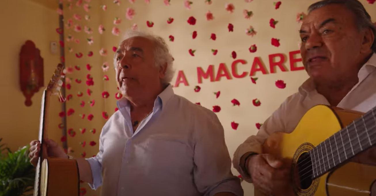 Το φαινόμενο «Macarena»… έγινε 25 χρονών – Κάντε μαθήματα στη βίλα των Los del Rio (vids, pics)