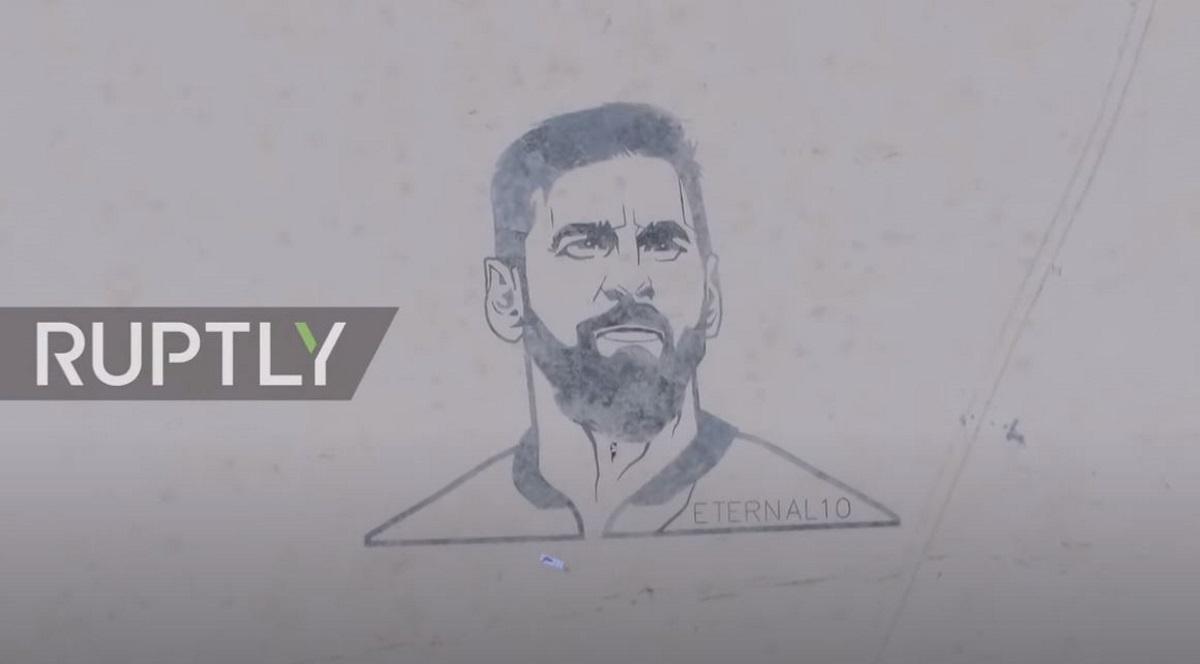 Μέσι: Έκαναν γιγάντιο σκίτσο του κορυφαίου ποδοσφαιριστή σε αποξηραμένη λίμνη (vid)