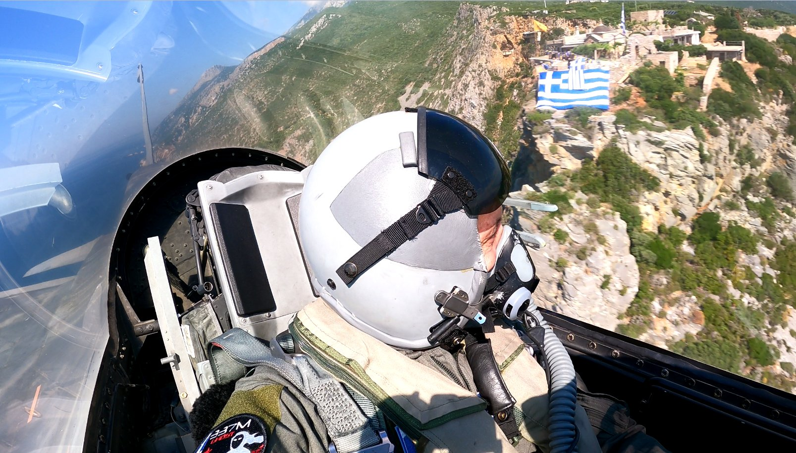 «Ιπτάμενος» Α/ΓΕΕΘΑ Φλώρος τίμησε τον ήρωα πεσόντα Υποσμηναγό Σιαλμά [pics]