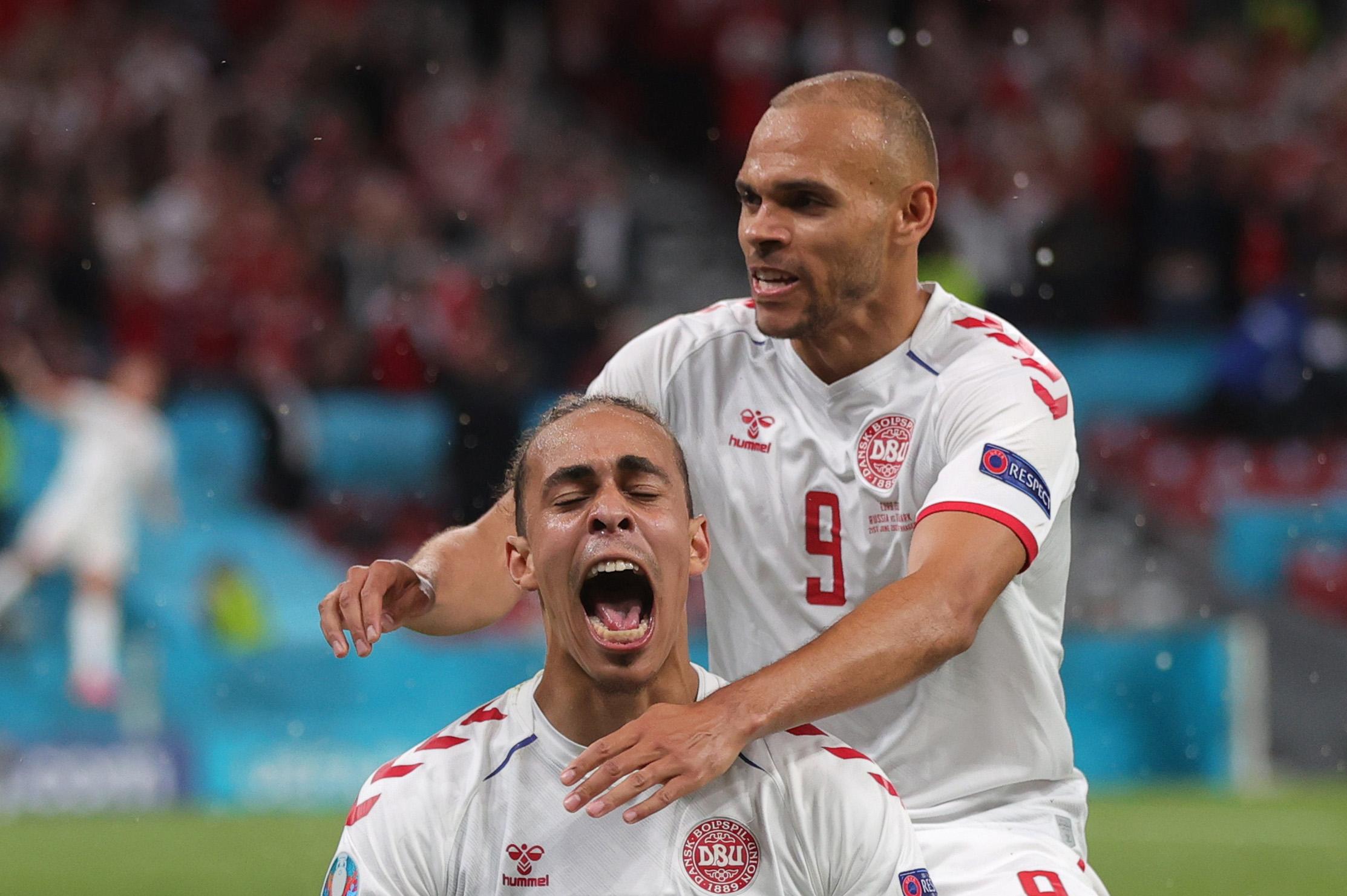 Euro 2020: Τραγικό λάθος της ρωσικής άμυνας που «τιμώρησε» ο Πόουλσεν – Μείωση με πέναλτι του Τζιούμπα
