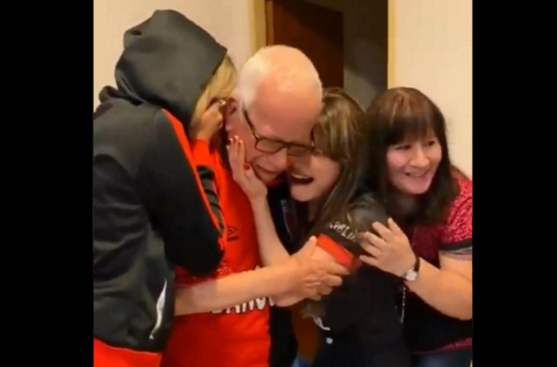 Δάκρυα χαράς από 91χρονο οπαδό – Συγκινητικές στιγμές για τον πρώτο τίτλο της Κολόν