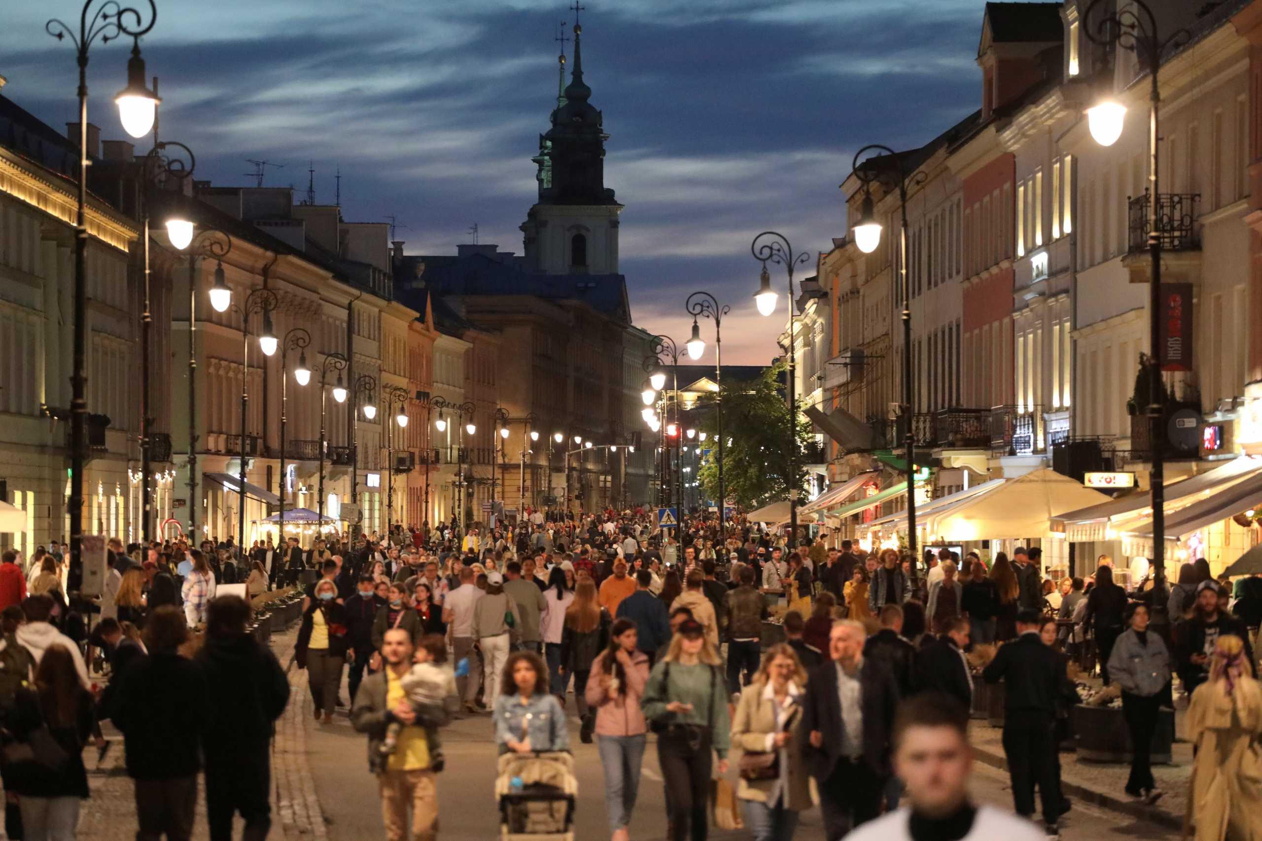 Η Πολωνία θα επεκτείνει τους εμβολιασμούς στα παιδιά ηλικίας 12-15 ετών