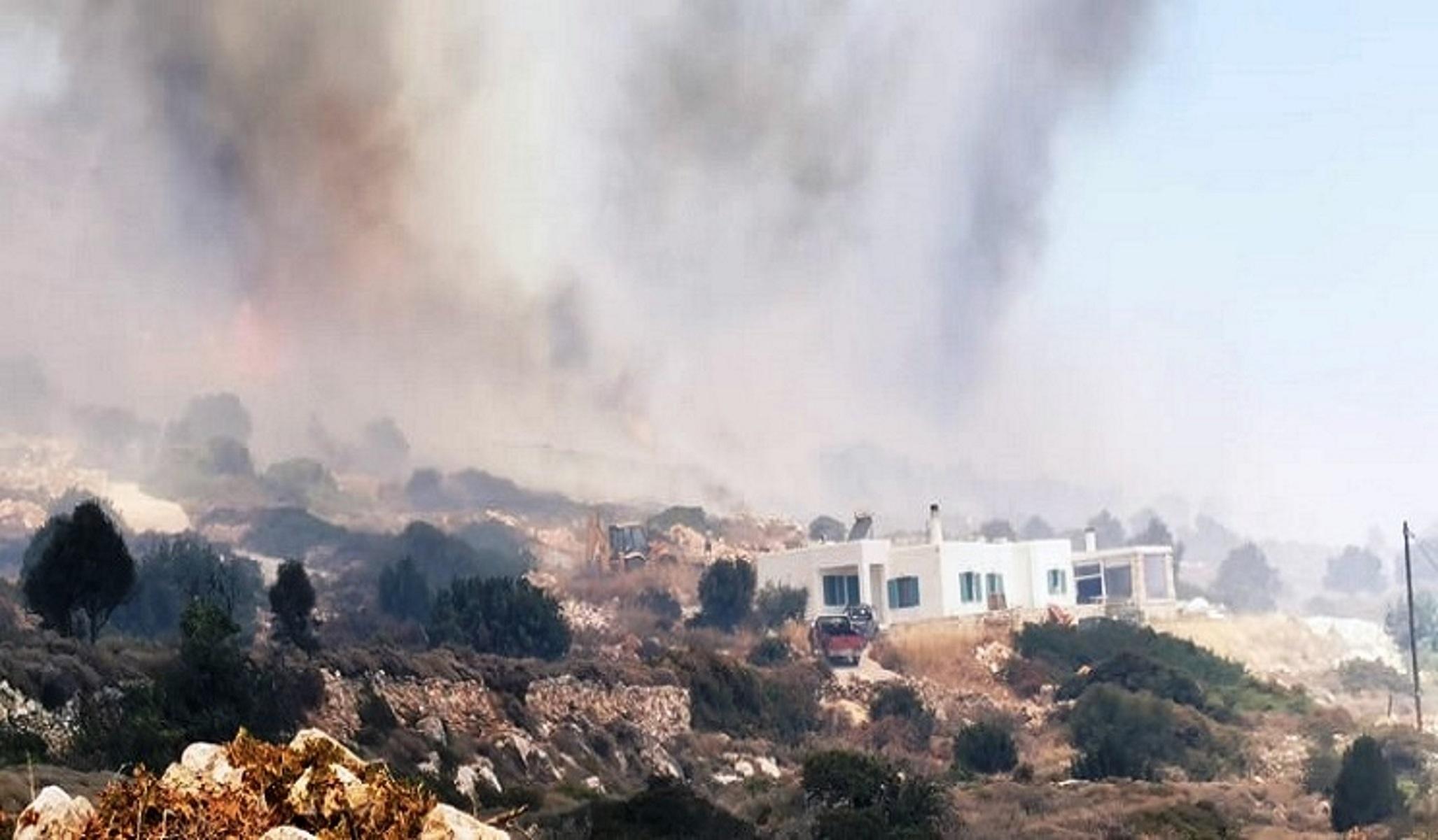 Φωτιά στην Πάρο: Δεν λένε να τιθασευτούν οι φλόγες – Συνεχείς  αναζωπυρώσεις (video)