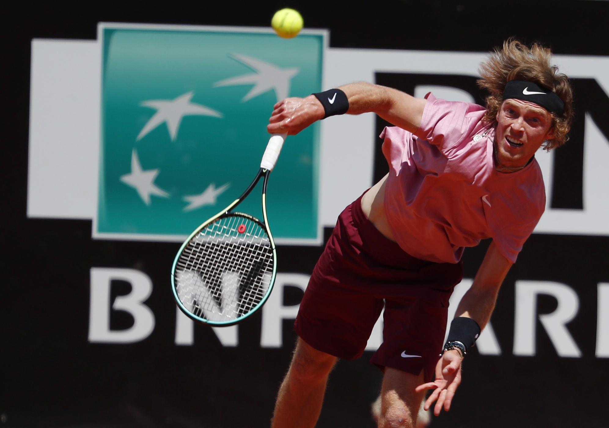 """Ο Στρουφ """"πέταξε"""" τον Ρούμπλεφ εκτός Roland Garros"""