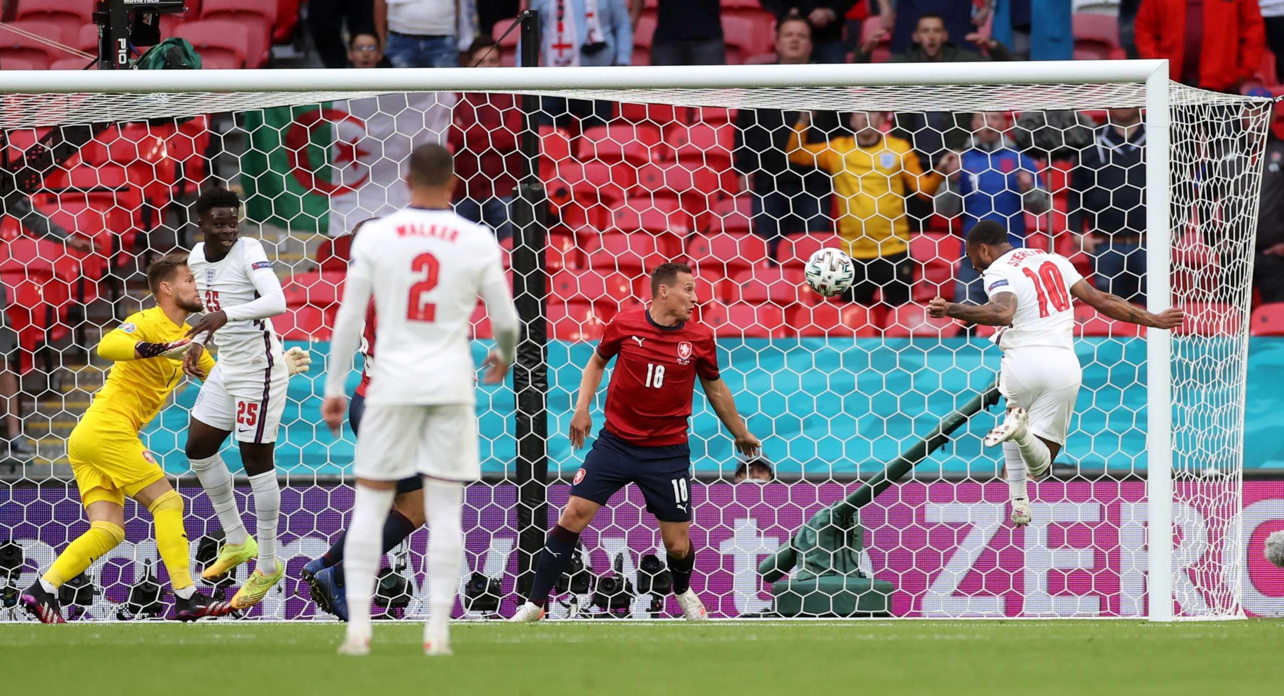 Euro 2020, Τσεχία – Αγγλία: Το γκολ του Στέρλινγκ έβαλε σε θέση οδηγού τα «τρία λιοντάρια»