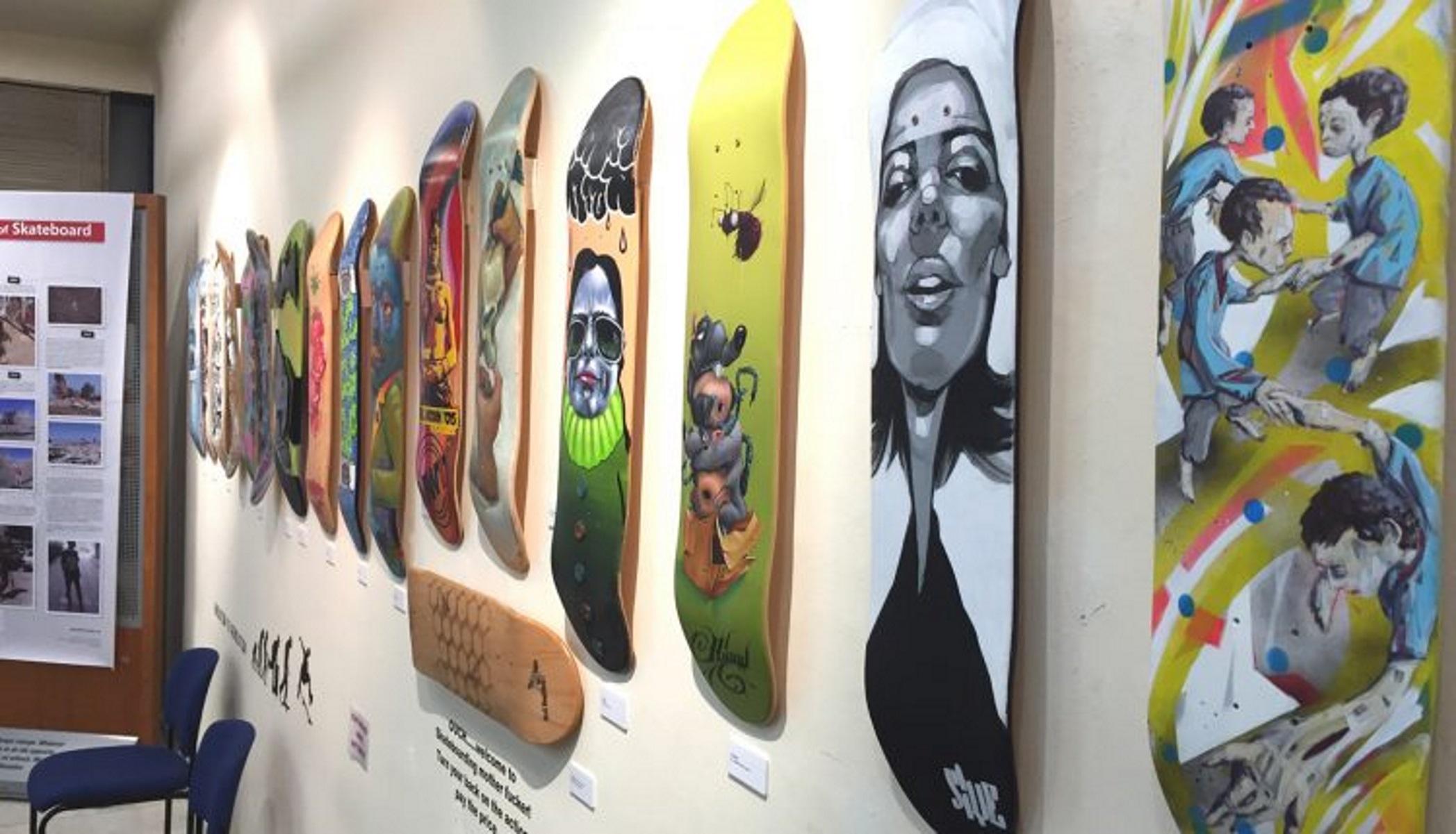 «Skateboard Art Crimes»: Ο Έλληνας που έκανε τα skateboards μοναδικά έργα τέχνης (pics, vid)