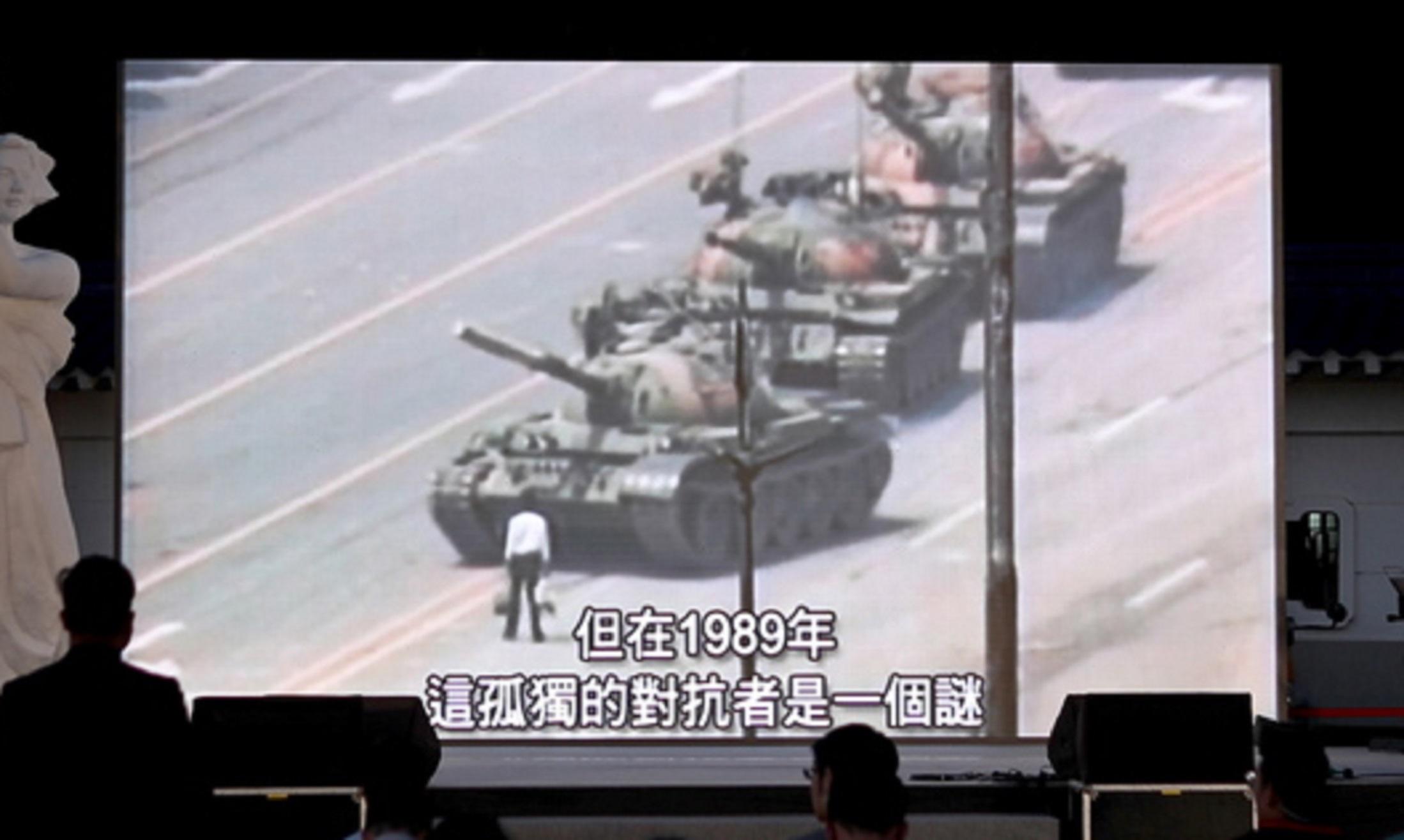 Tank Man: Γιατί εξαφανίστηκε η ιστορική φωτογραφία από τη μηχανή αναζήτησης του Bing
