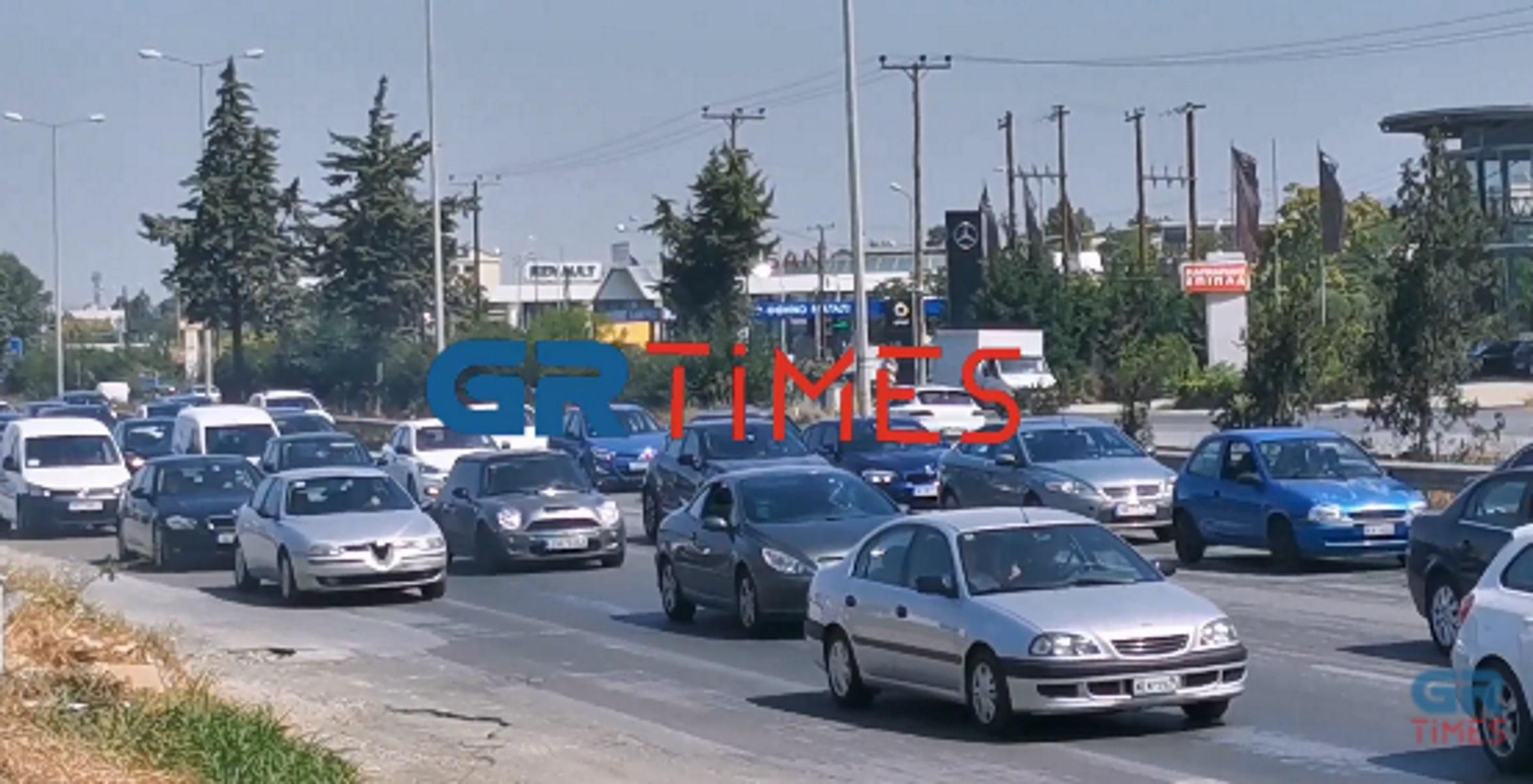 Μποτιλιάρισμα στην έξοδο των Θεσσαλονικέων για Χαλκιδική (video)