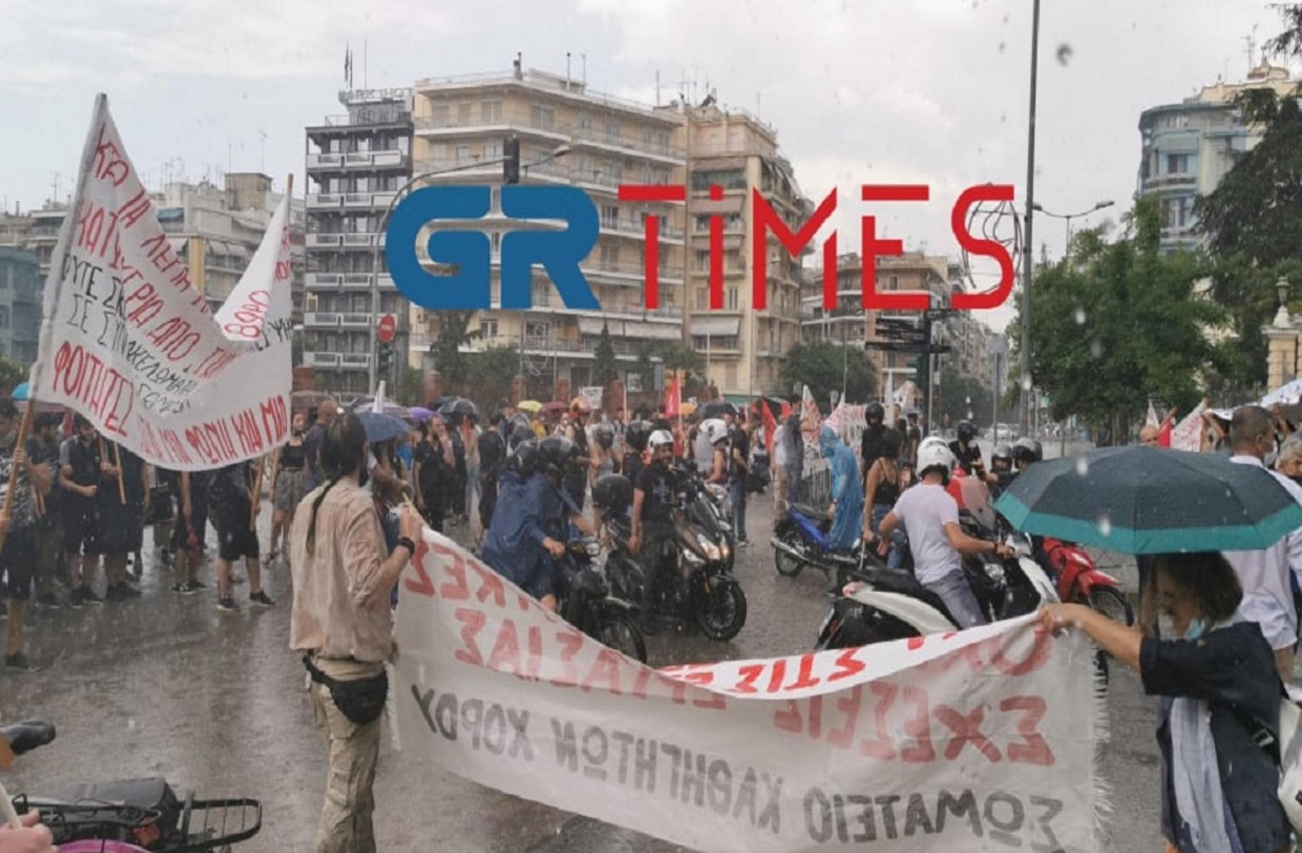 Απεργία – Θεσσαλονίκη: Μέσα σε καταιγίδα οι πορείες για τα εργασιακά (video)