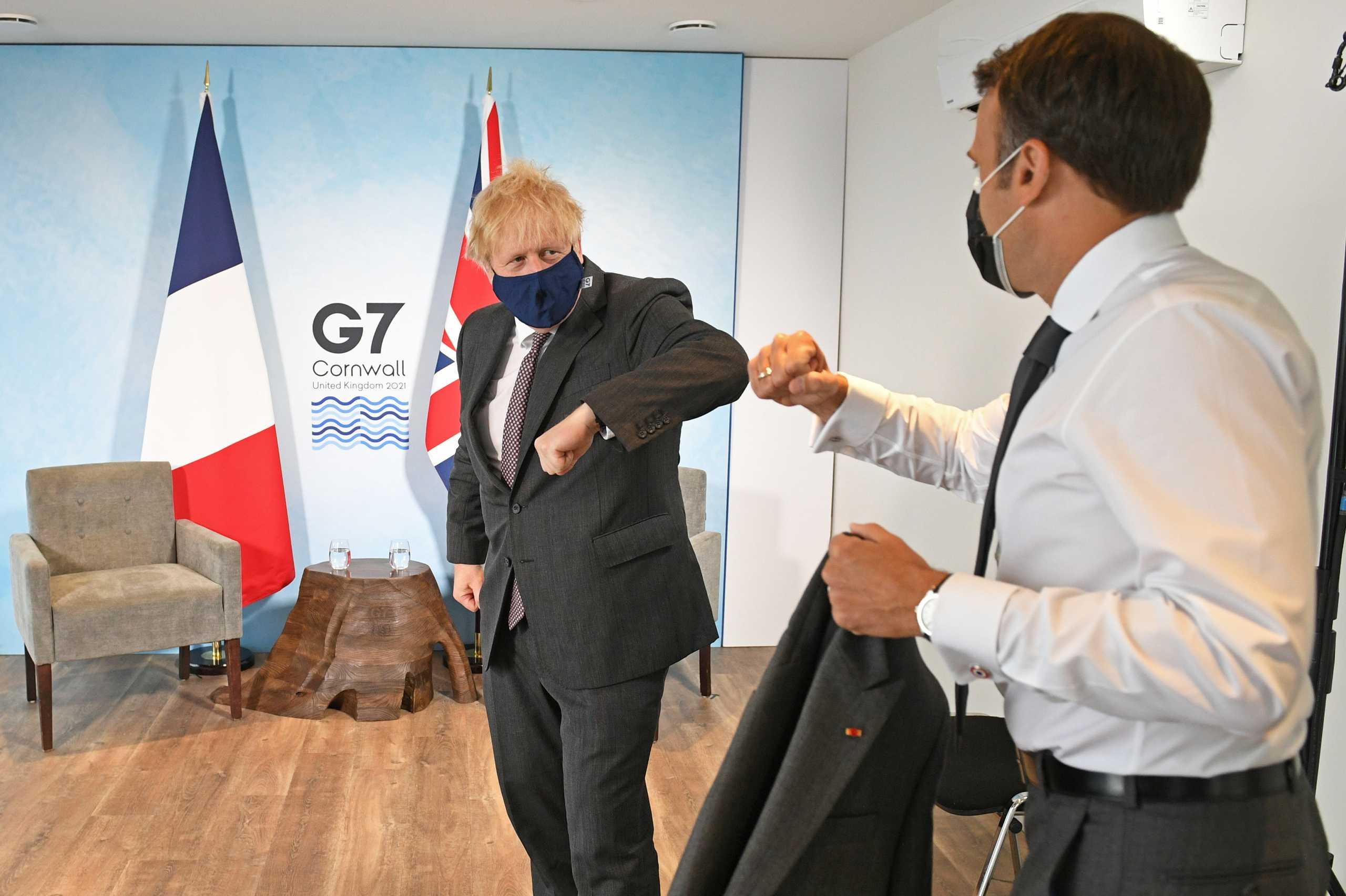 Ο Γάλλος πρόεδρος Μακρόν λογόφερε με τον Βρετανό πρωθυπουργό Τζόνσον στη σύνοδο των G7