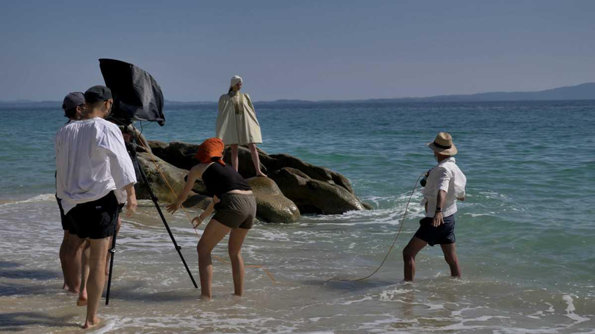 Vogue: Φωτογράφιση με άρωμα καλοκαιριού και Ελληνικής Επανάστασης στη Χαλκιδική (pics)