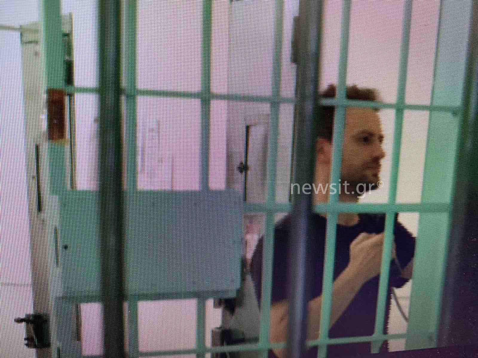 Γλυκά Νερά: Νέες εικόνες του συζυγοκτόνου μέσα από τη φυλακή – Προσπάθησε να παγιδεύσει τον Γεωργιάνο