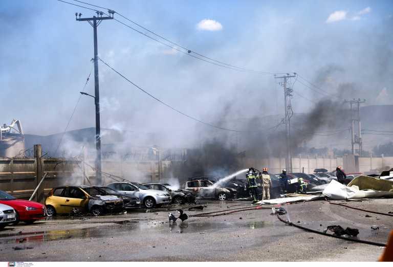 Ασπρόπυργος: Κρανίου τόπος μετά τη φωτιά σε βυτιοφόρο - Τρεις τραυματίες, καταστράφηκαν αυτοκίνητα